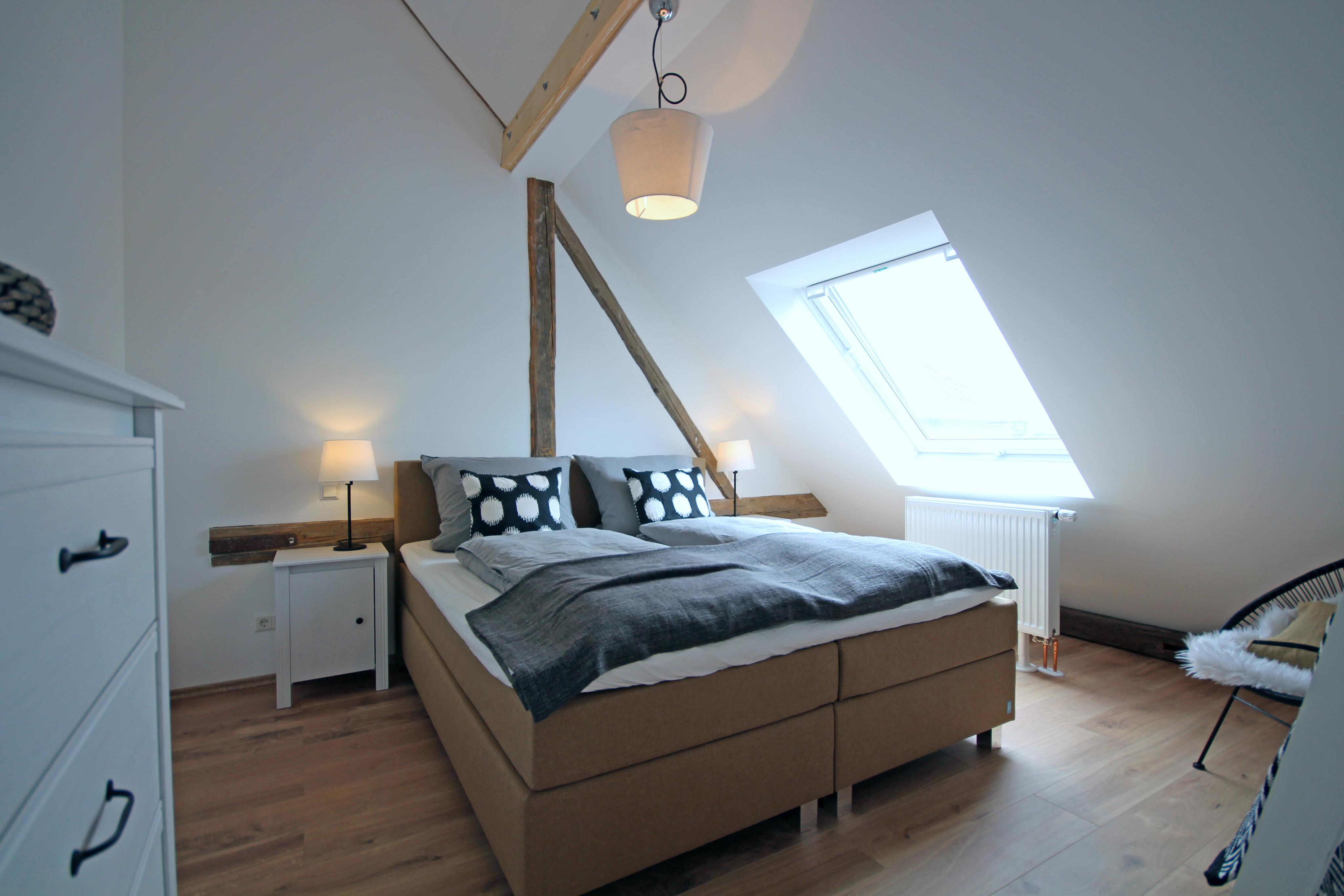 #Schlafzimmer #Skandistyle #SchwarzWeiß #Dachschräge