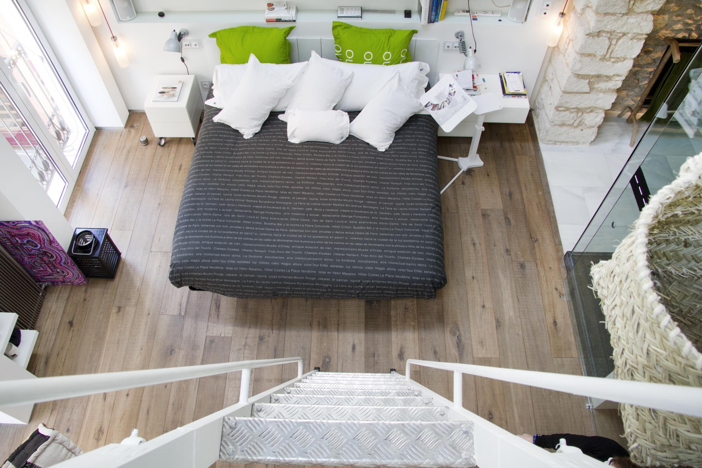 schlafzimmer ber die treppe erreichen bett bettw. Black Bedroom Furniture Sets. Home Design Ideas