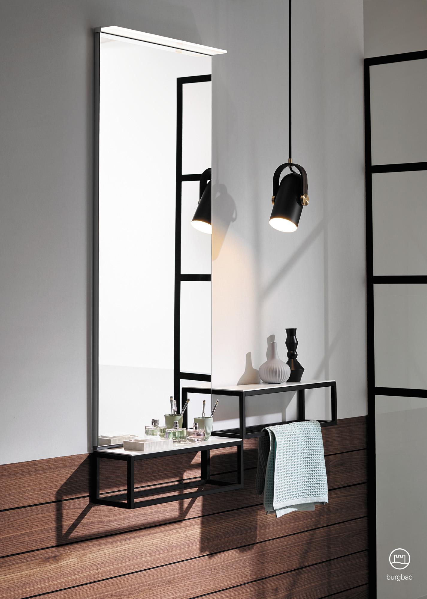 Schminkplatz Aus Junit Von Burgbad #badezimmer #spiegel #badmöbel  #beleuchtung #badezimmerablage ©