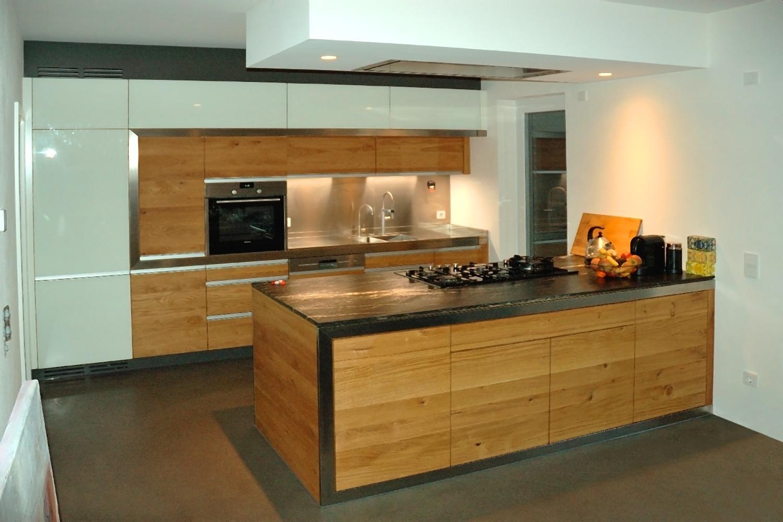 Massivholzküche schöne massivholzküche mit glasfronten und edelstahl