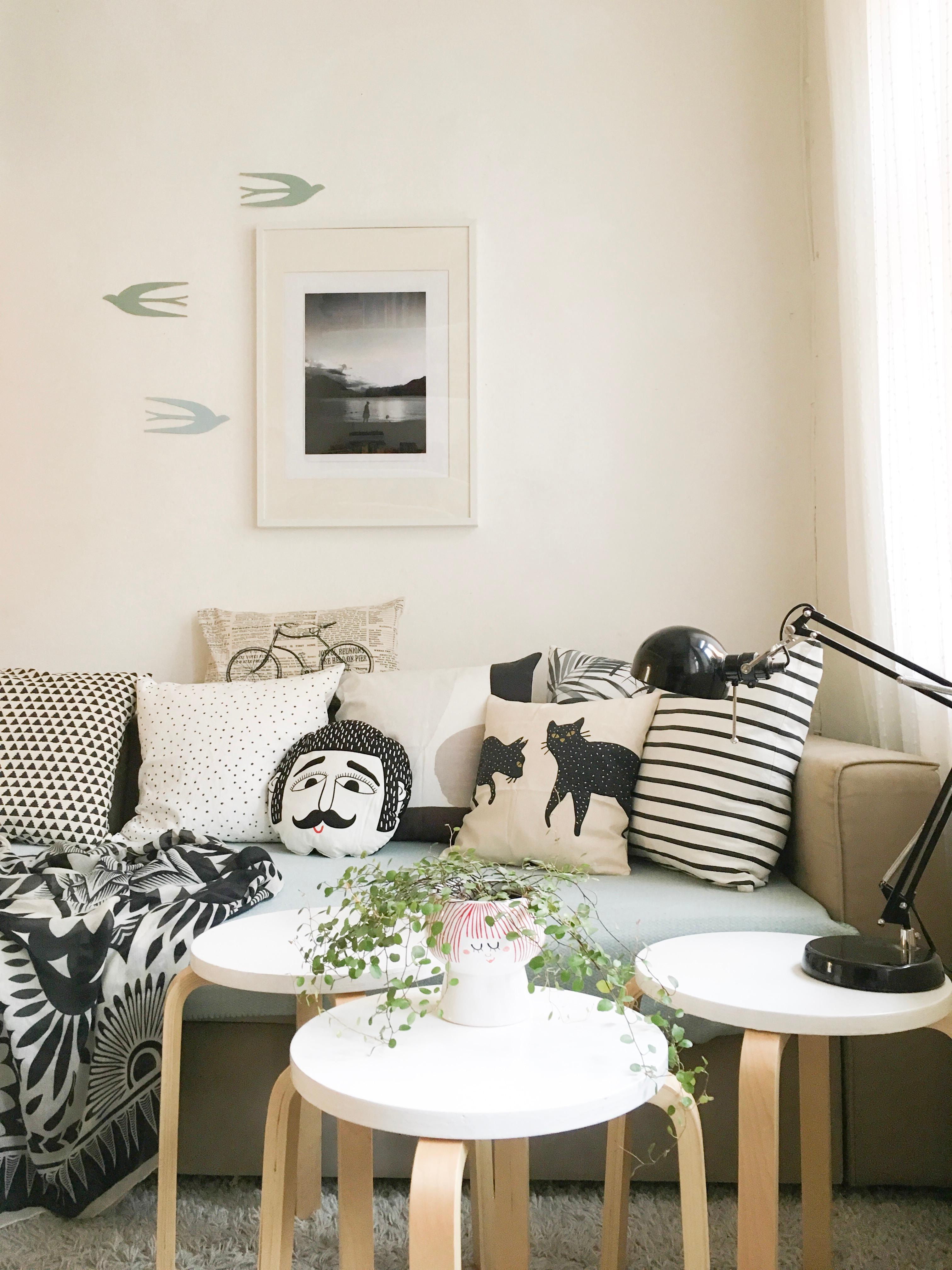 schwarz weiss sofa kissen ikea wohnzimmer hygge. Black Bedroom Furniture Sets. Home Design Ideas