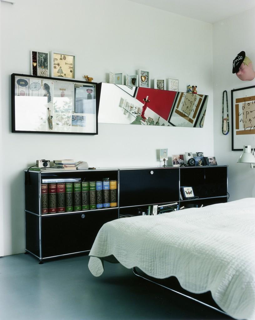Schwarzes Sideboard #sideboard #wandspiegel ©USM