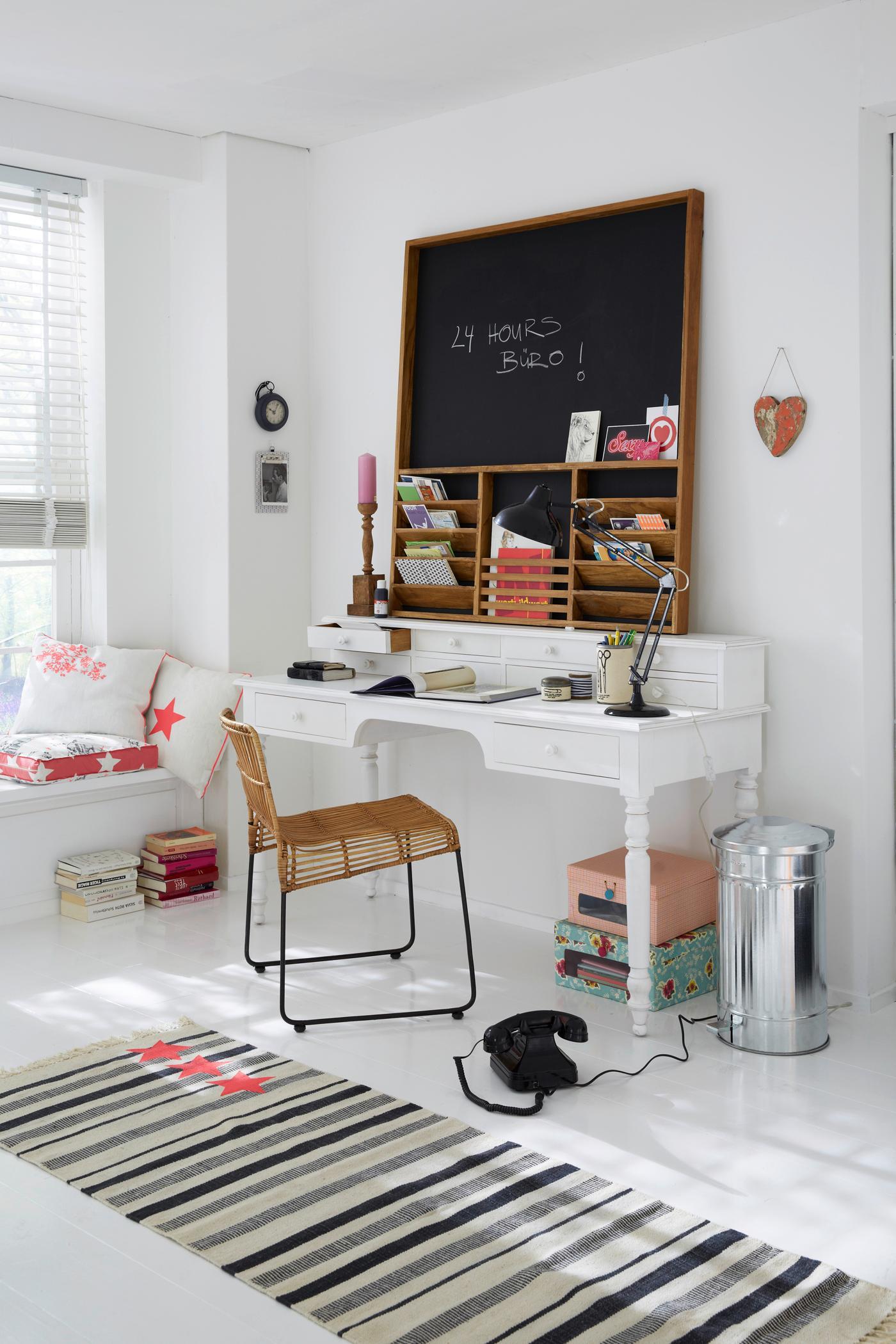Sekretär Als Schreibtisch Einsetzen Stuhl Schreibt