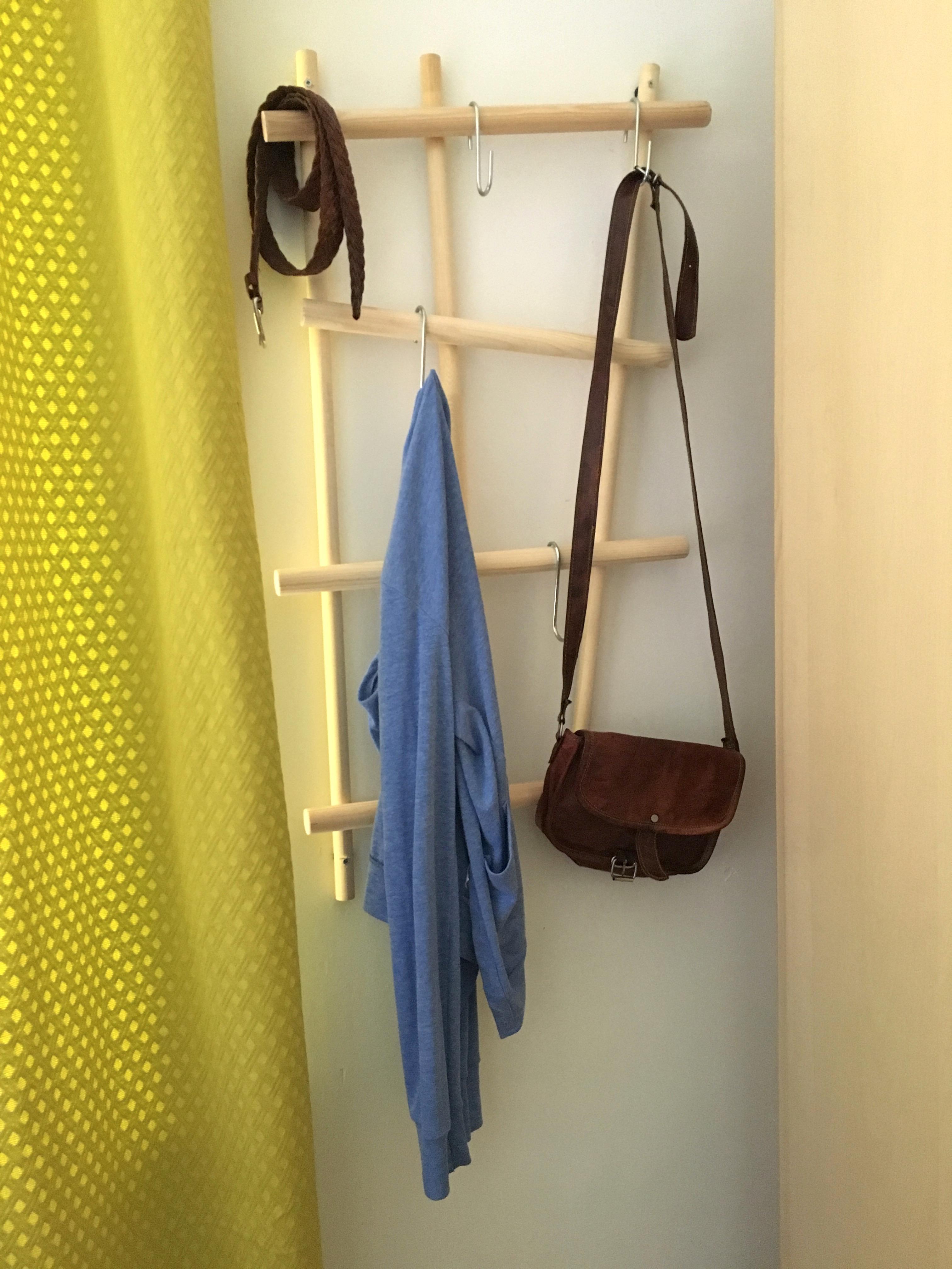 Selbstgebaute Garderobe #diy #garderobe #hakenleiste #kleideraufbewahrung