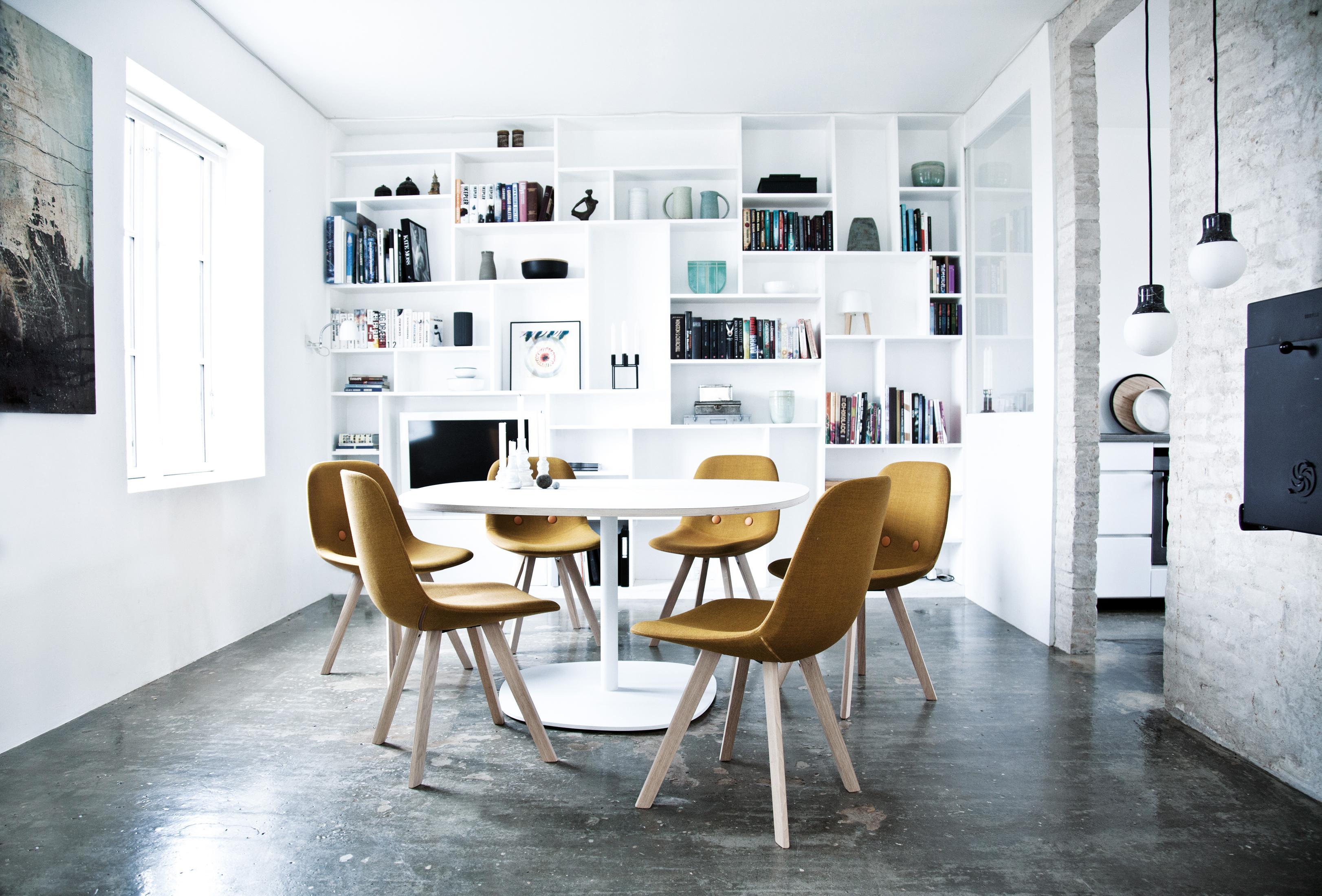 Rosafarbener Stuhl • Bilder & Ideen • COUCH