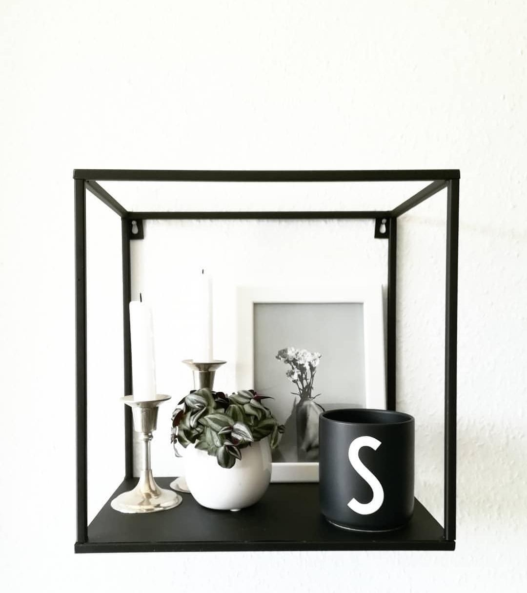 Shelf #shelfie #blackinterior #whiteliving #blackandwhite #minimalism #wgzimmer