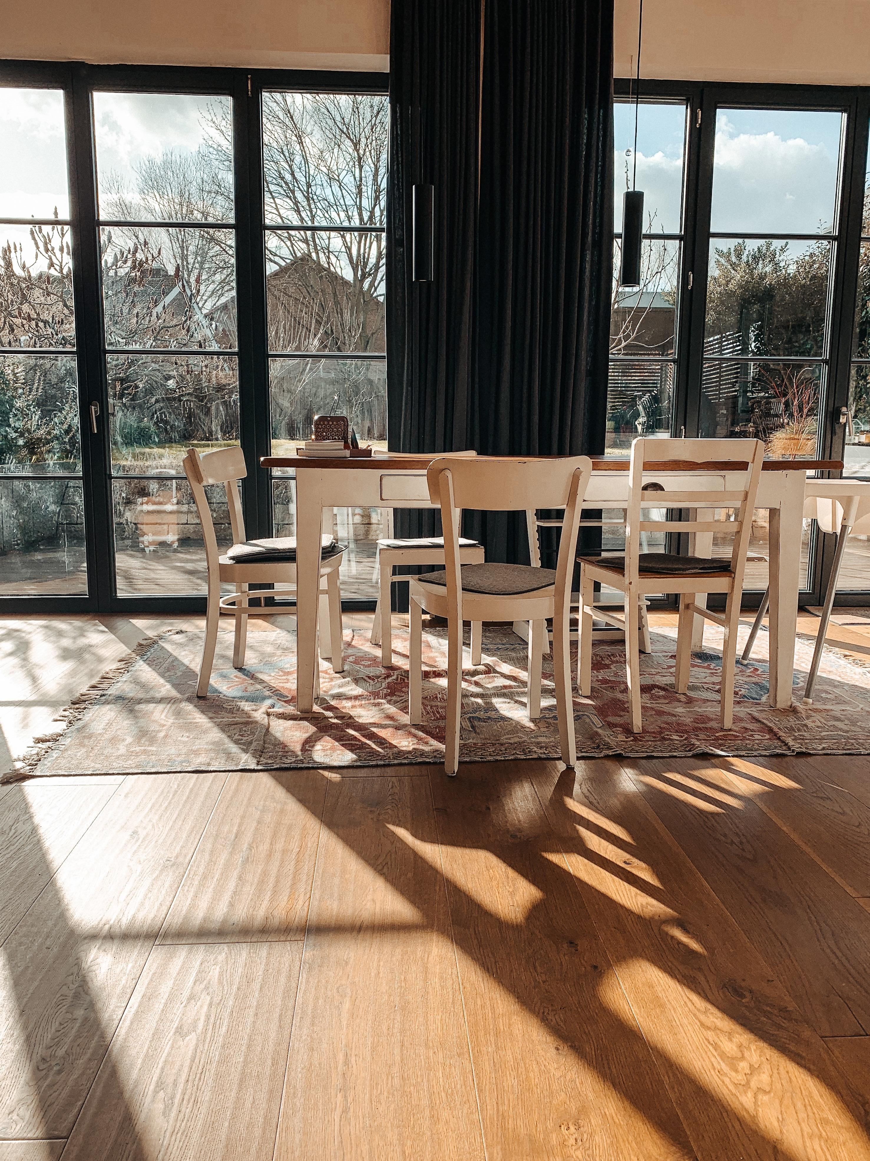 Sitting in the Sun #table #lunch #loft #interior