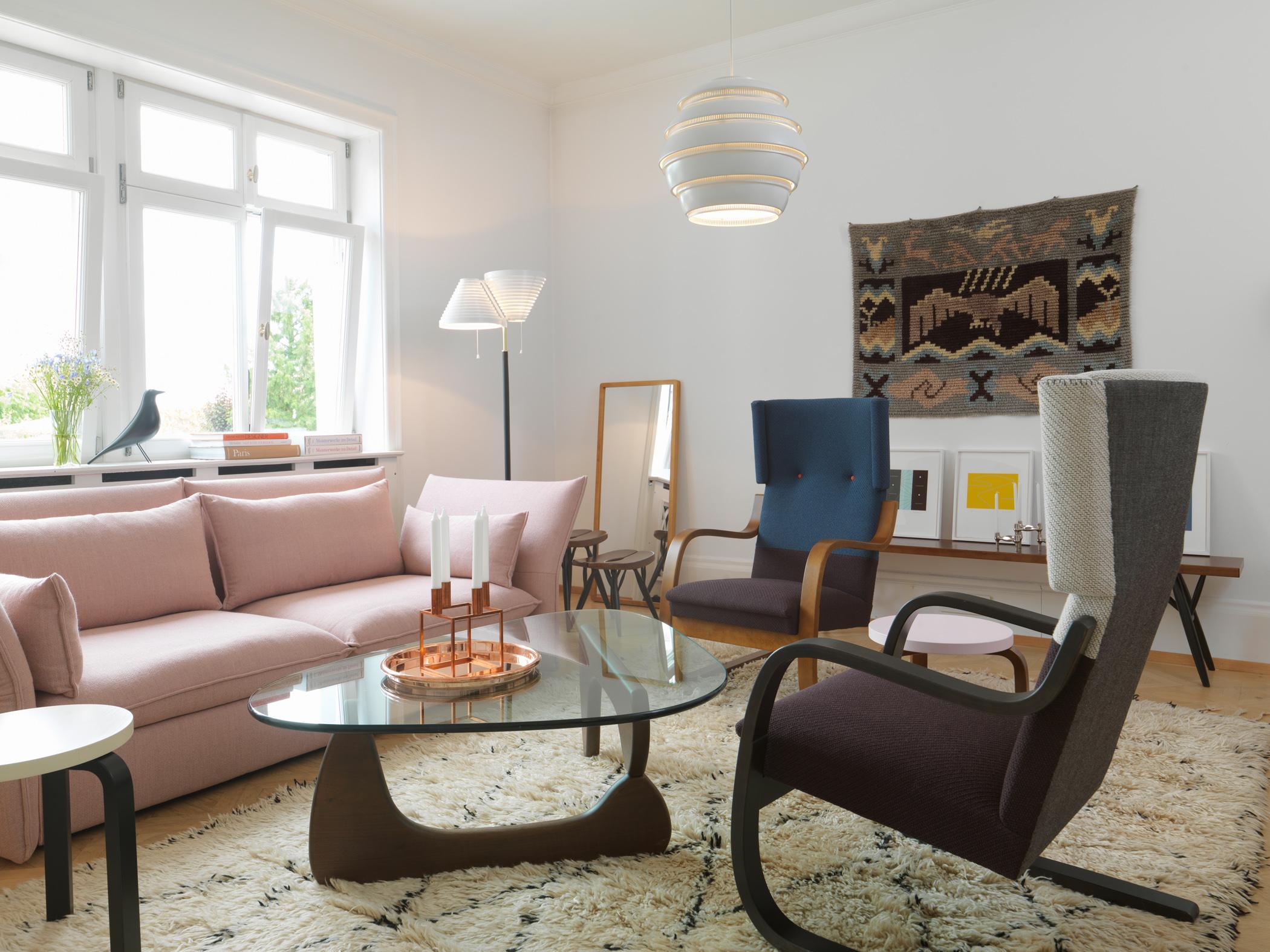 Sitzecke Aus Designermbeln Couchtisch Hocker Teppich Wohnzimmer Sessel Sofa