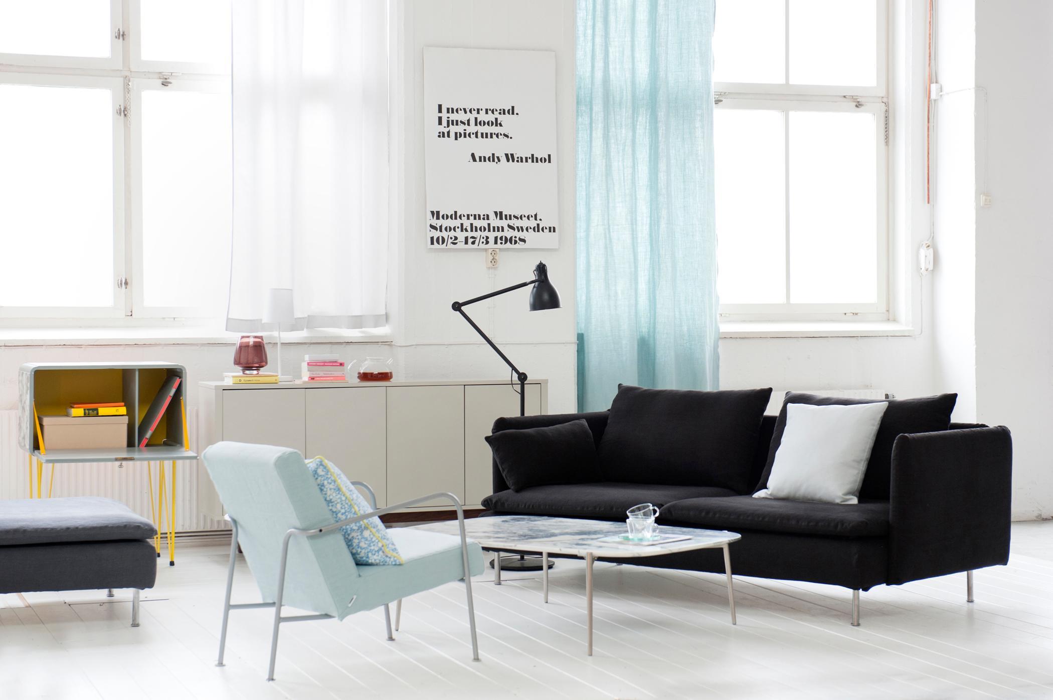 Skandinavisch Einrichten #couchtisch #sessel #stehlampe #ikea #sofa  #weißerholzboden ©Bemz
