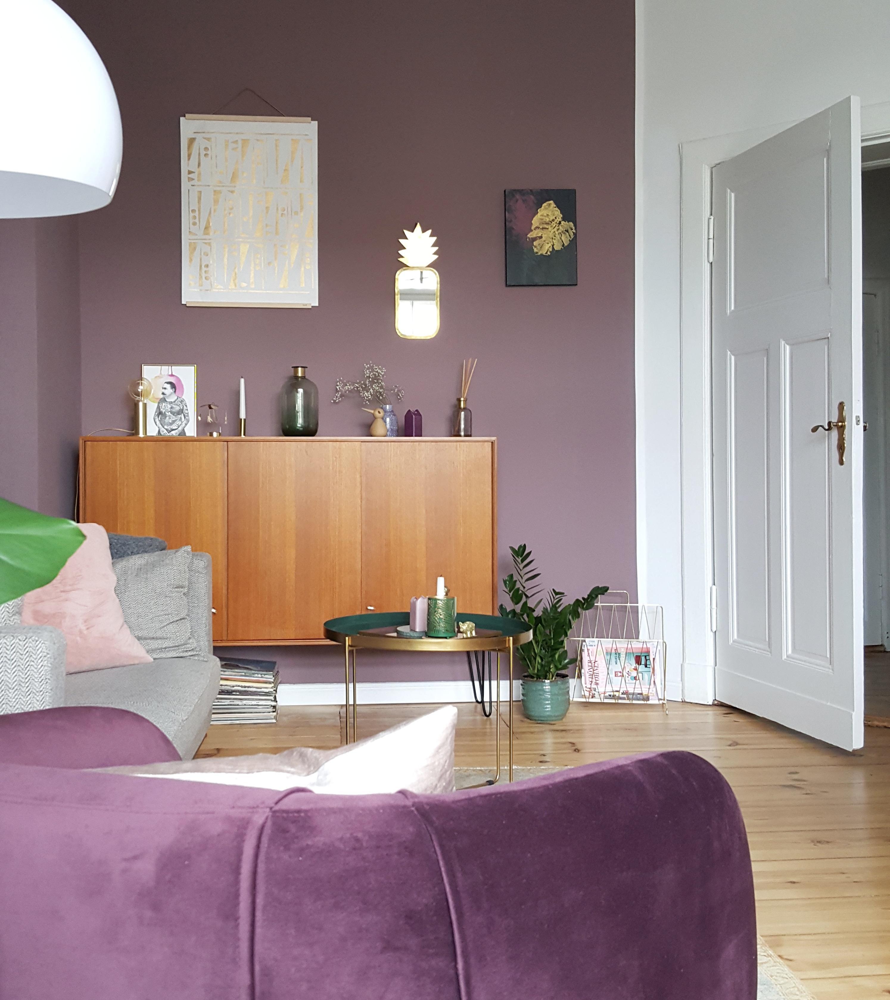 skandinavisch #wohnzimmer #lila #violett #sideboard