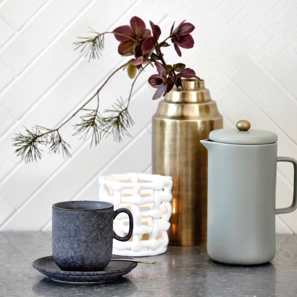 Skandinavische Kaffeestunde #arbeitszimmer #wohnzimmer #geschirr  #skandinavischesdesign #skandinavischesmöbel ©House Doctor