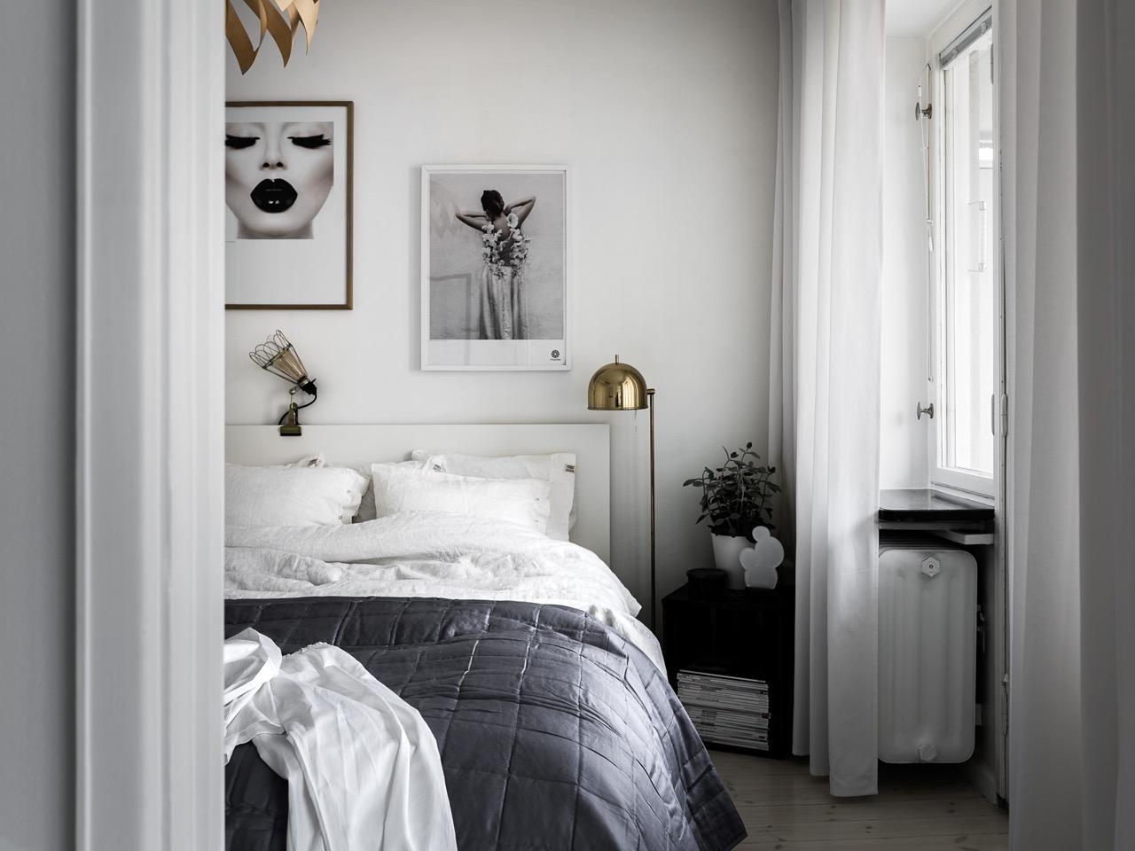 Skandinavisches Schlafzimmer In Schwarz Und Weiß #heizkörperverkleidung  ©Mainstreet Stockholm