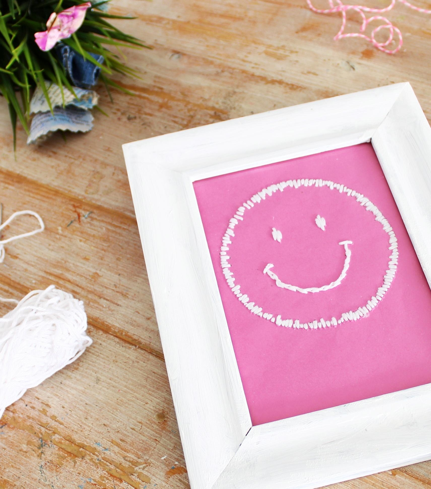 #smileeveryday #smiley #stickerei #geschenkidee