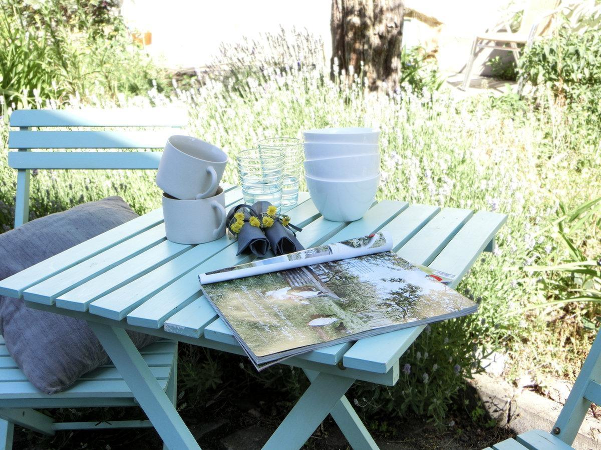Künstlerisch Ausgefallene Gartenmöbel Referenz Von #sommerdeko #hofgarten #türkis #gartenmöbel #blümchen #servietten #gartenstuhl