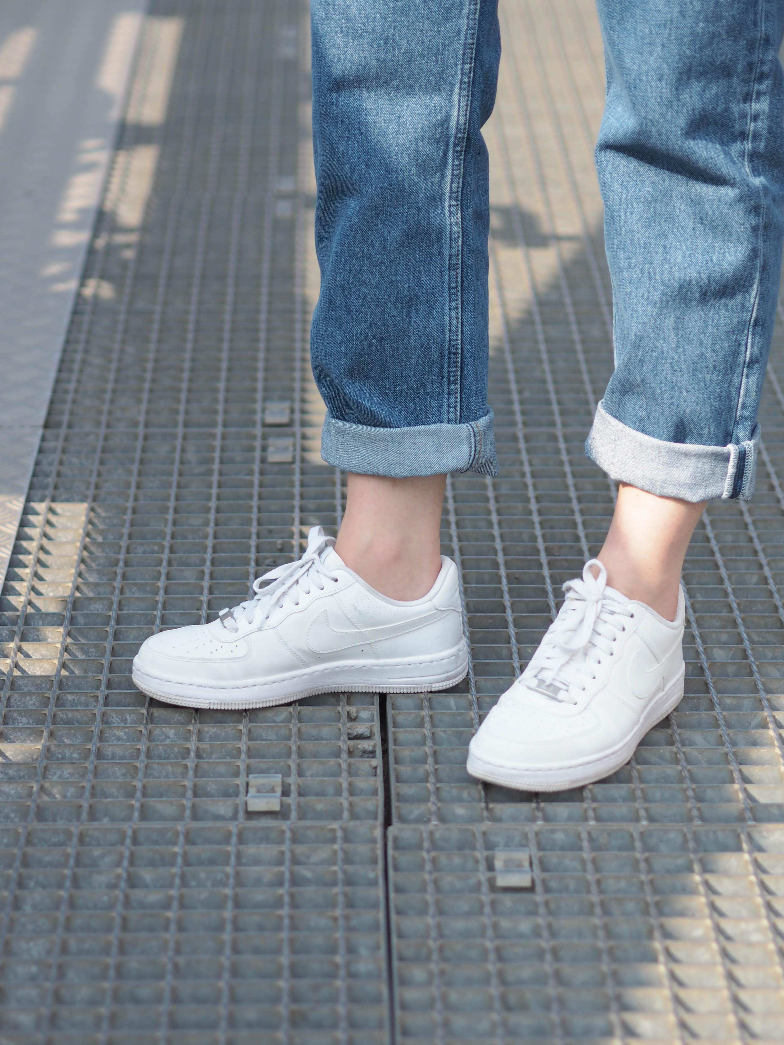 Sonntagsausflug #sneaker #whitesneaker #nike #airforce #jeans #cropped #momjeans