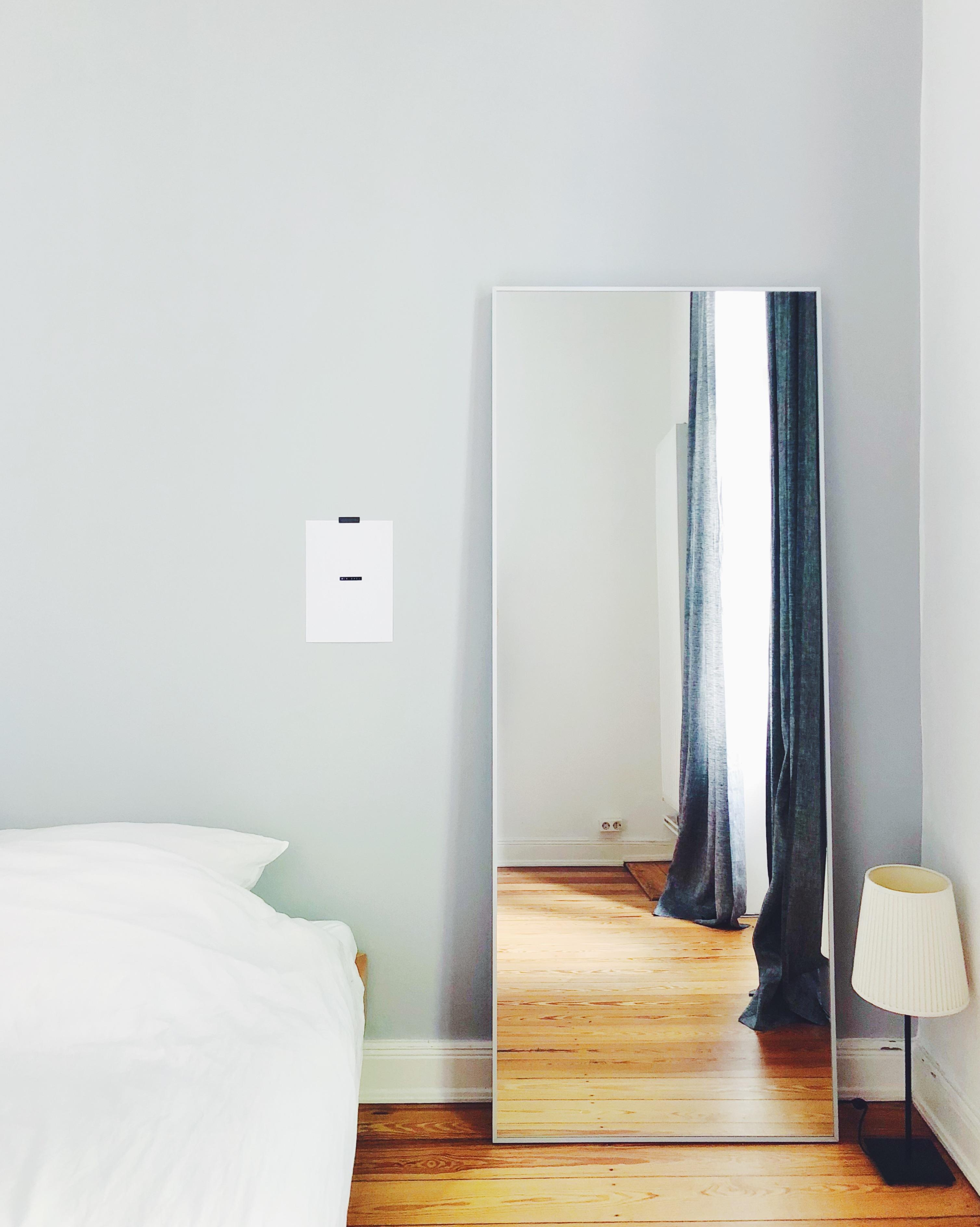graue wandfarbe lass dich inspirieren bei couch. Black Bedroom Furniture Sets. Home Design Ideas