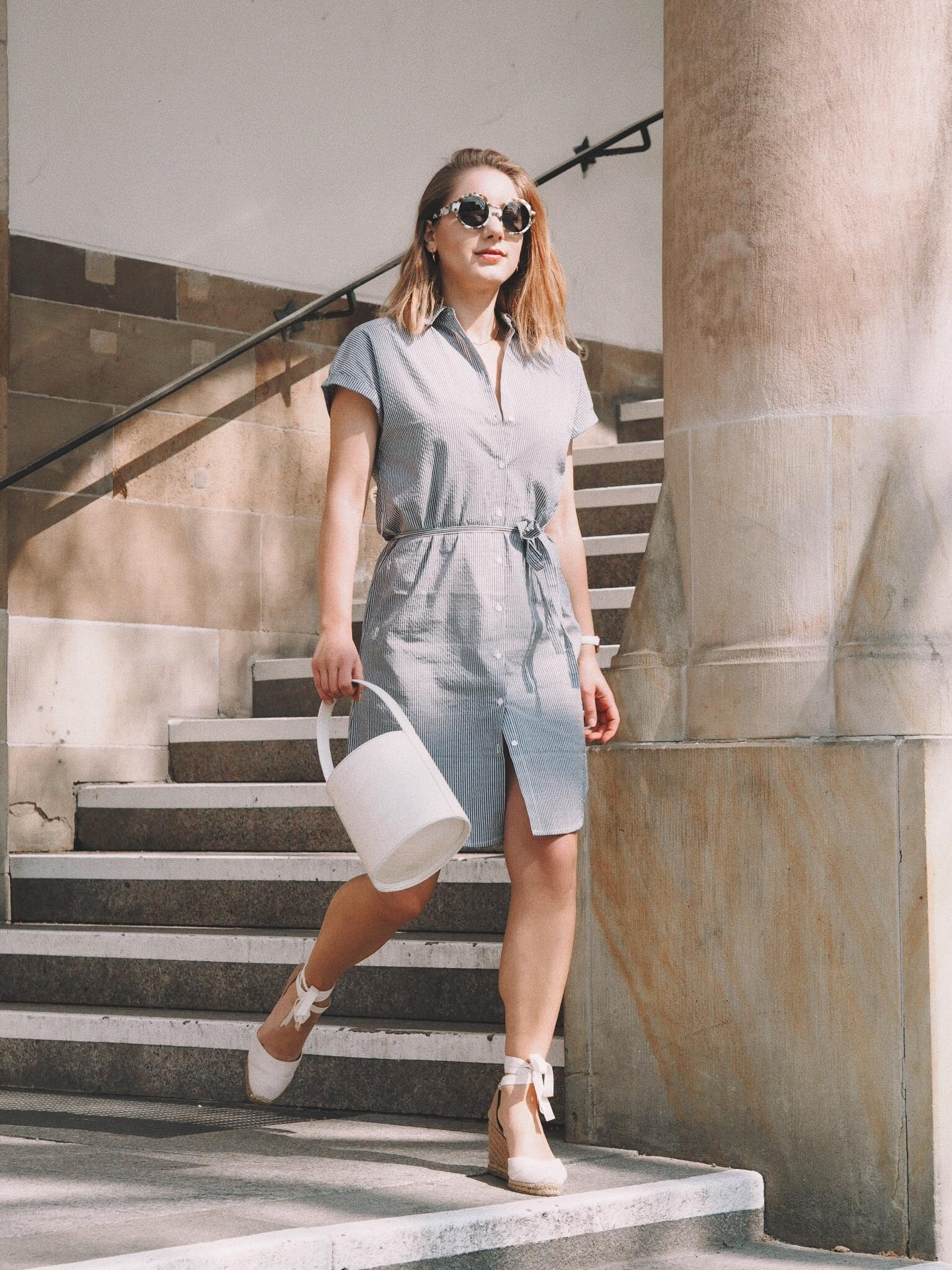 Spring feelings #bucketbag #shirtdress #castaner #springlook #ootd