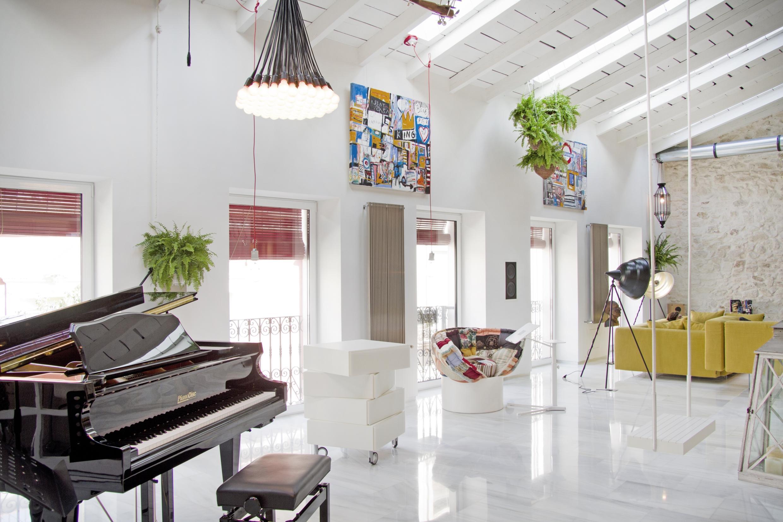 Beau Stilmix Im Wohnzimmer #eklektisch #sessel #stilmix #sofa #schaukel #klavier  #