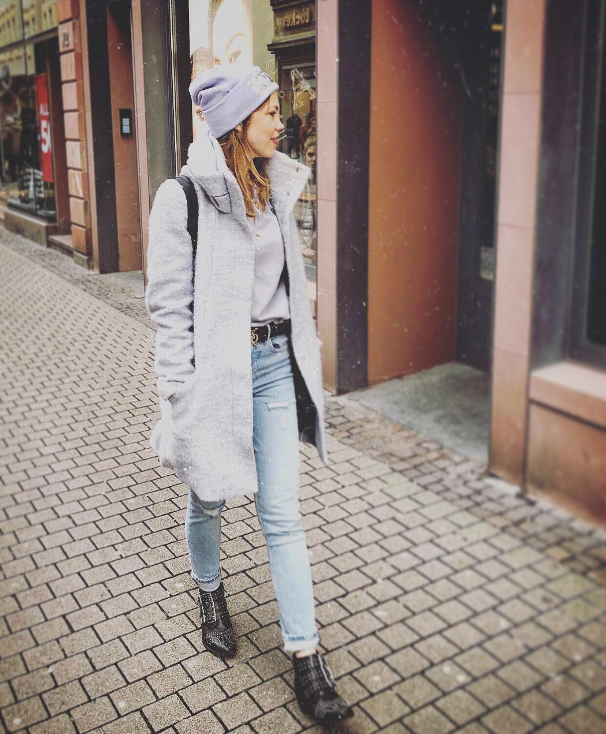 Streets🙋🏻‍♀️ #streetstyle #winterfashion #ootd #denim