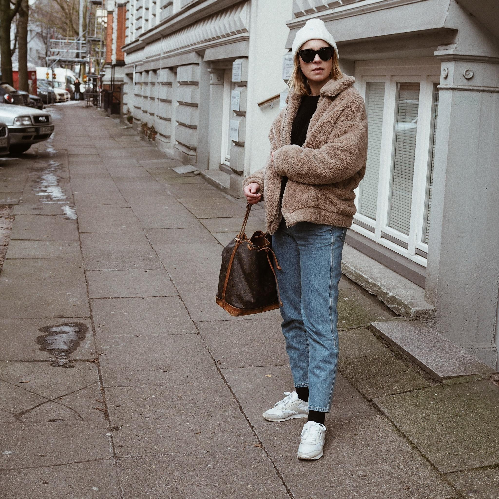 Streetstyle  outfitinspiration outfit teddycoat sneakerlove  61c1e041 319b 429c 9feb 35d37f5de2b1