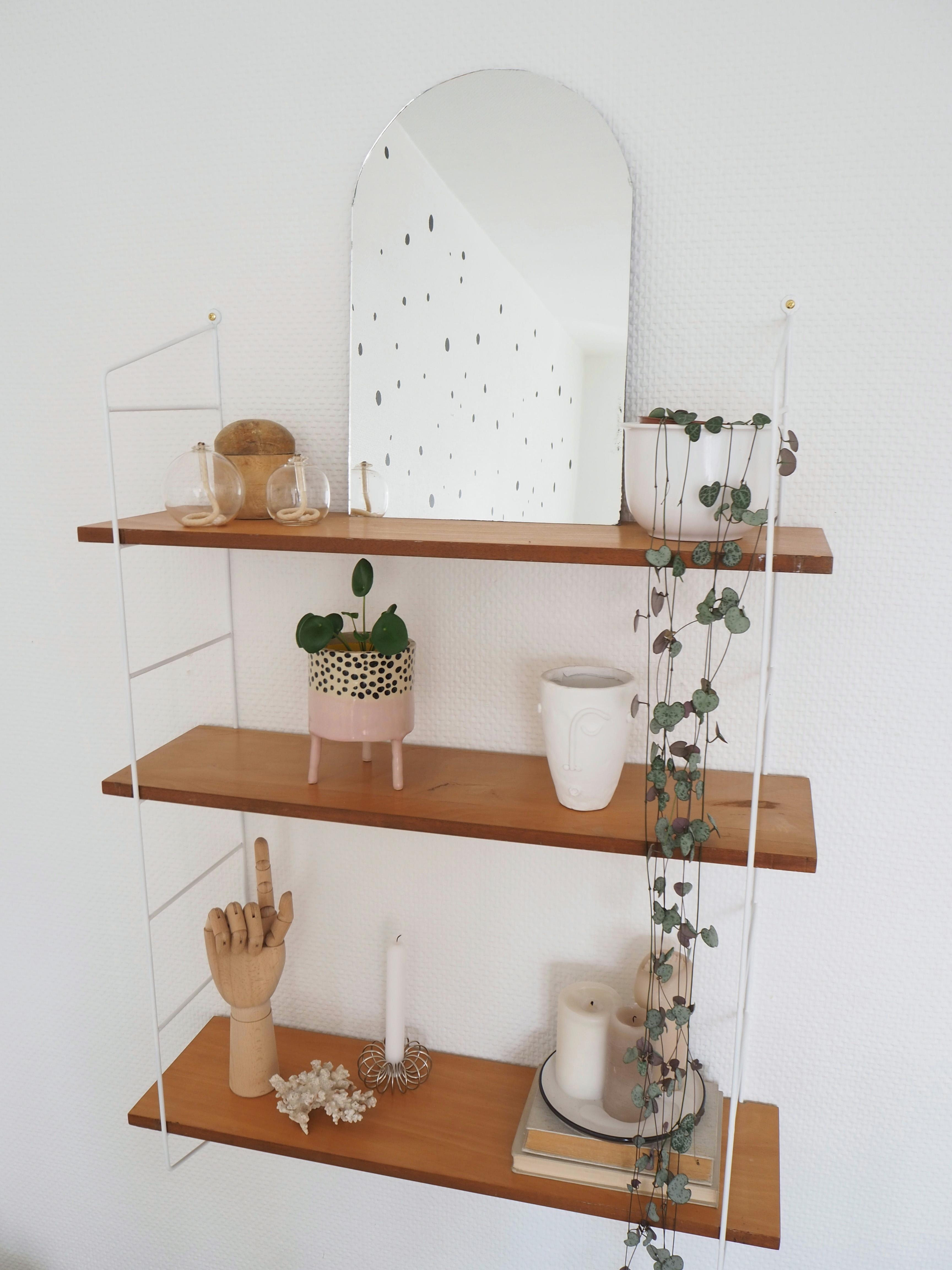 #stringregal #regaldekoration #spiegel #planter #diy #kerzen #regal #shelfie #pilea