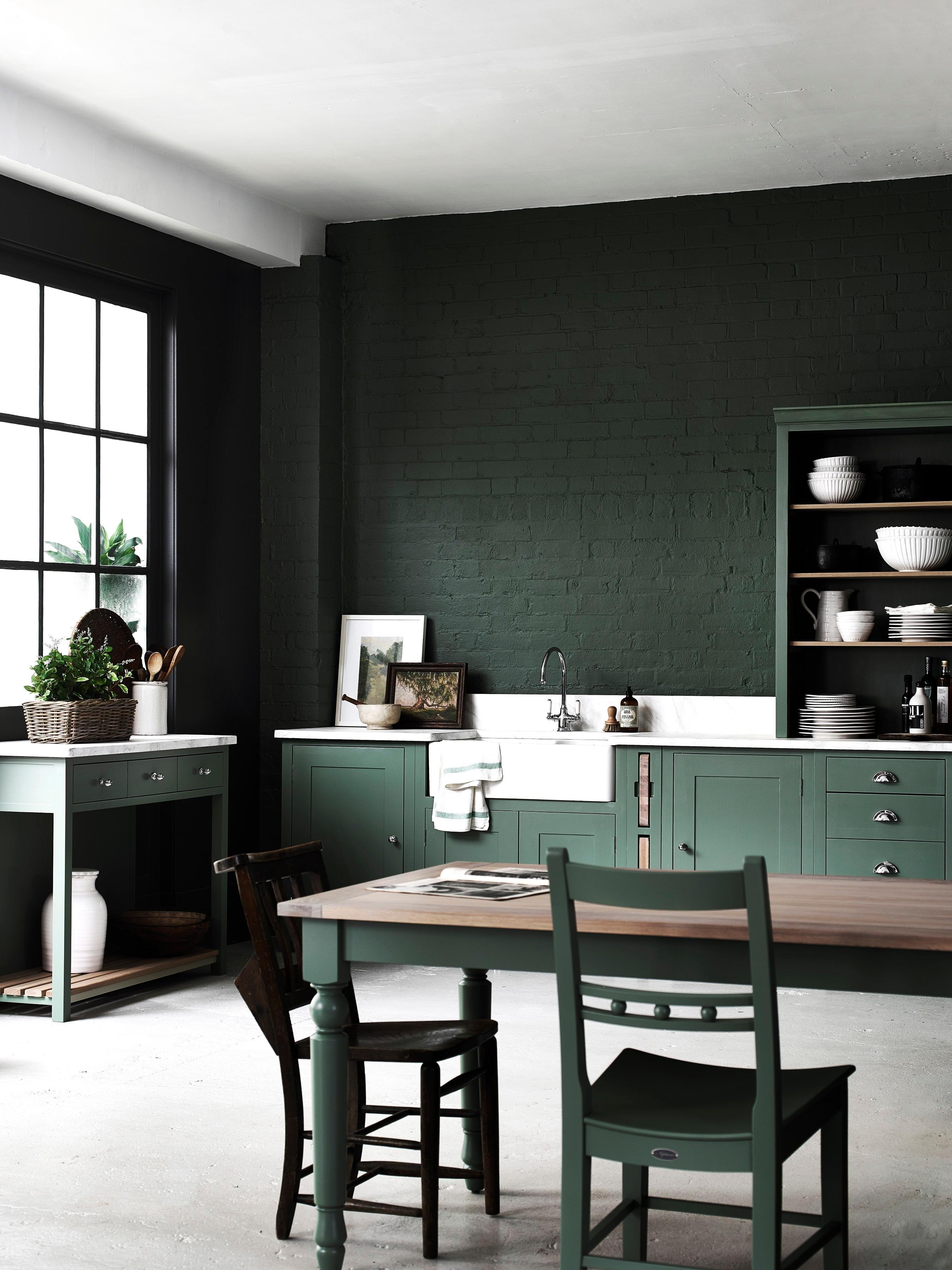 Suffolk Küche #wandfarbe #regal #geschirr #landhausstil #küchenregal  #küchentisch #bunteküche