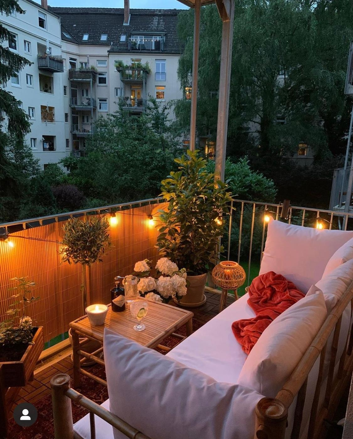 Summer nights on the balcony balkon  429a3224 bf79 48d8 9bbf c554041ed1bd