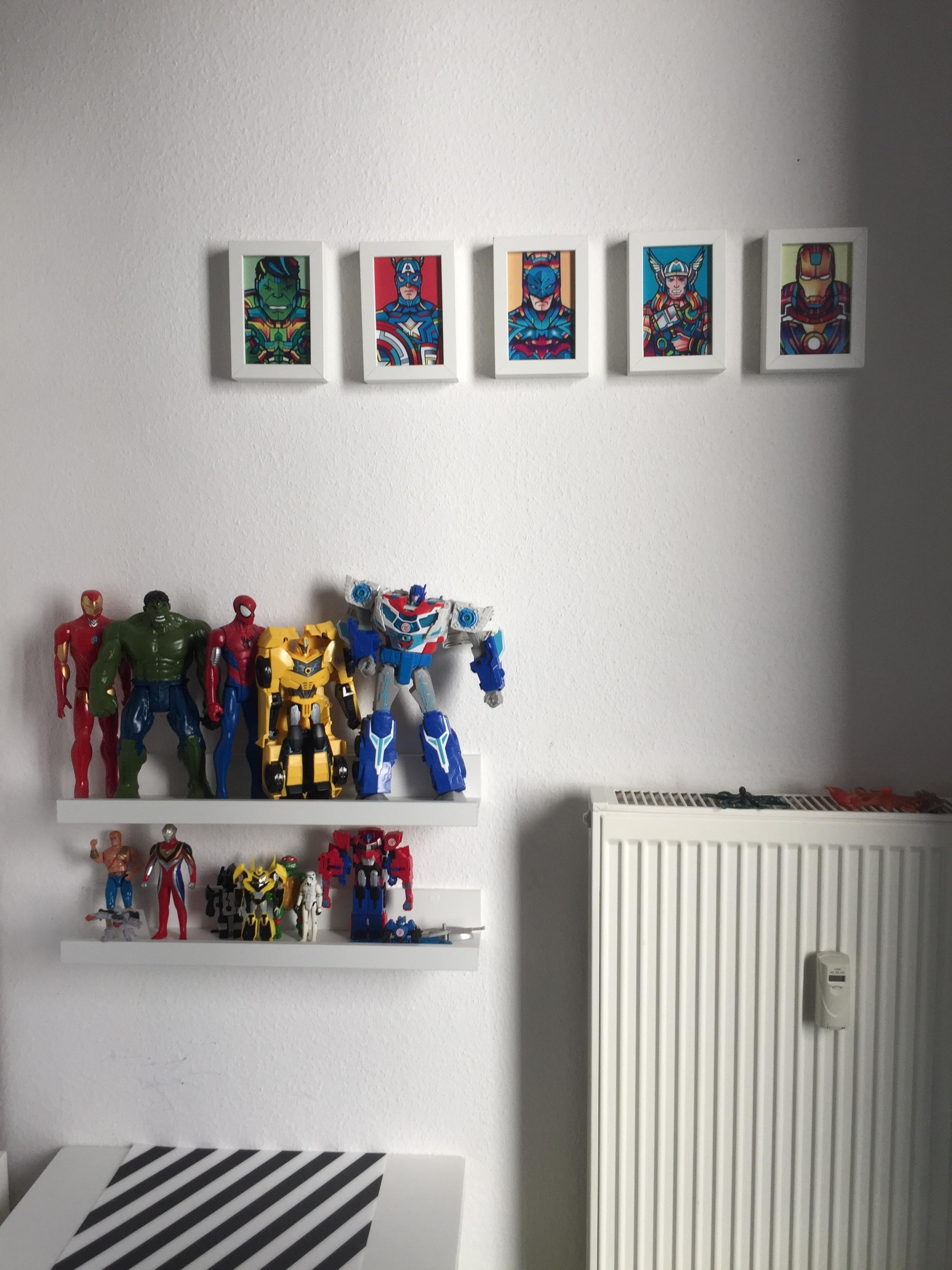 Superhelden #hulk #transformers #ironman #spiderman #display #jungsspielenauchmitpuppen #couchliebt