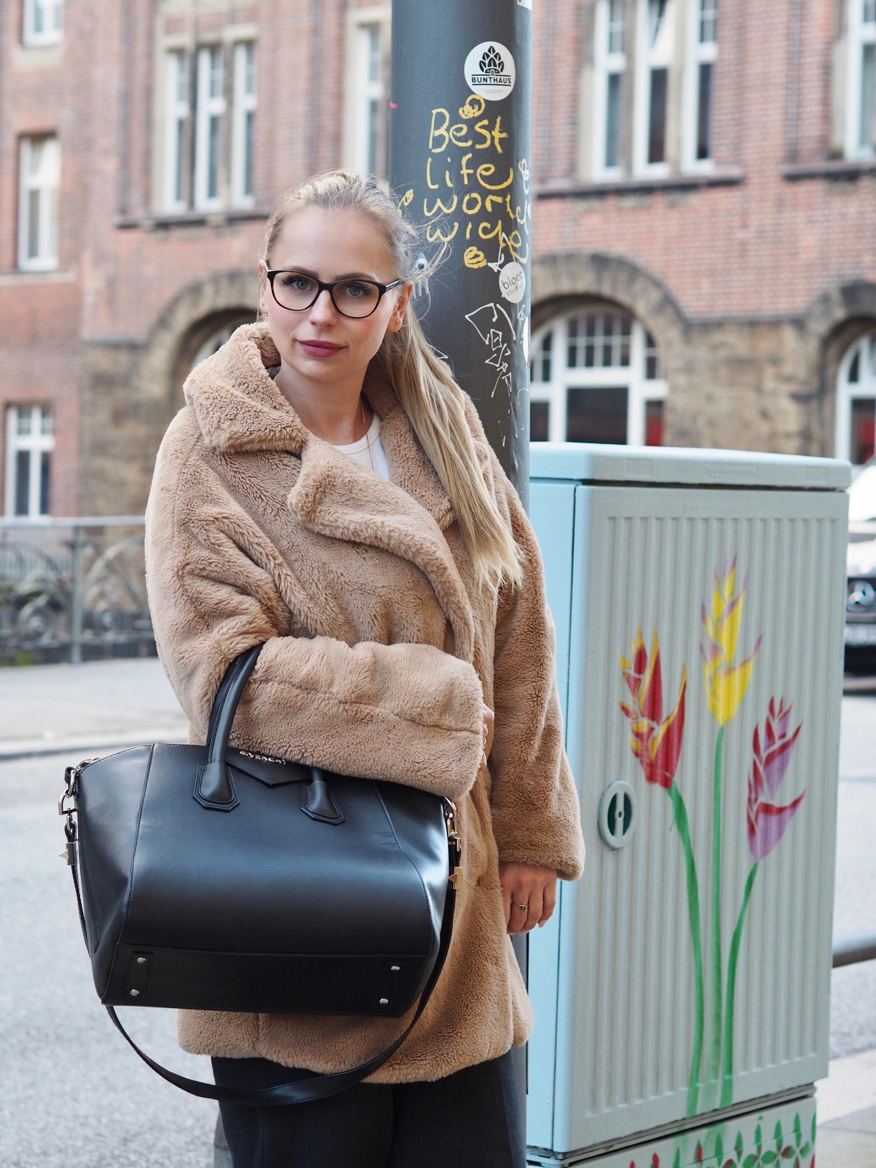 Teddycoat flauschiger gehts nicht  ootd brille handtasche givenchy fashion aschblond outfit  2ce18bbc 22b2 407e 8063 cdf9ef392e86