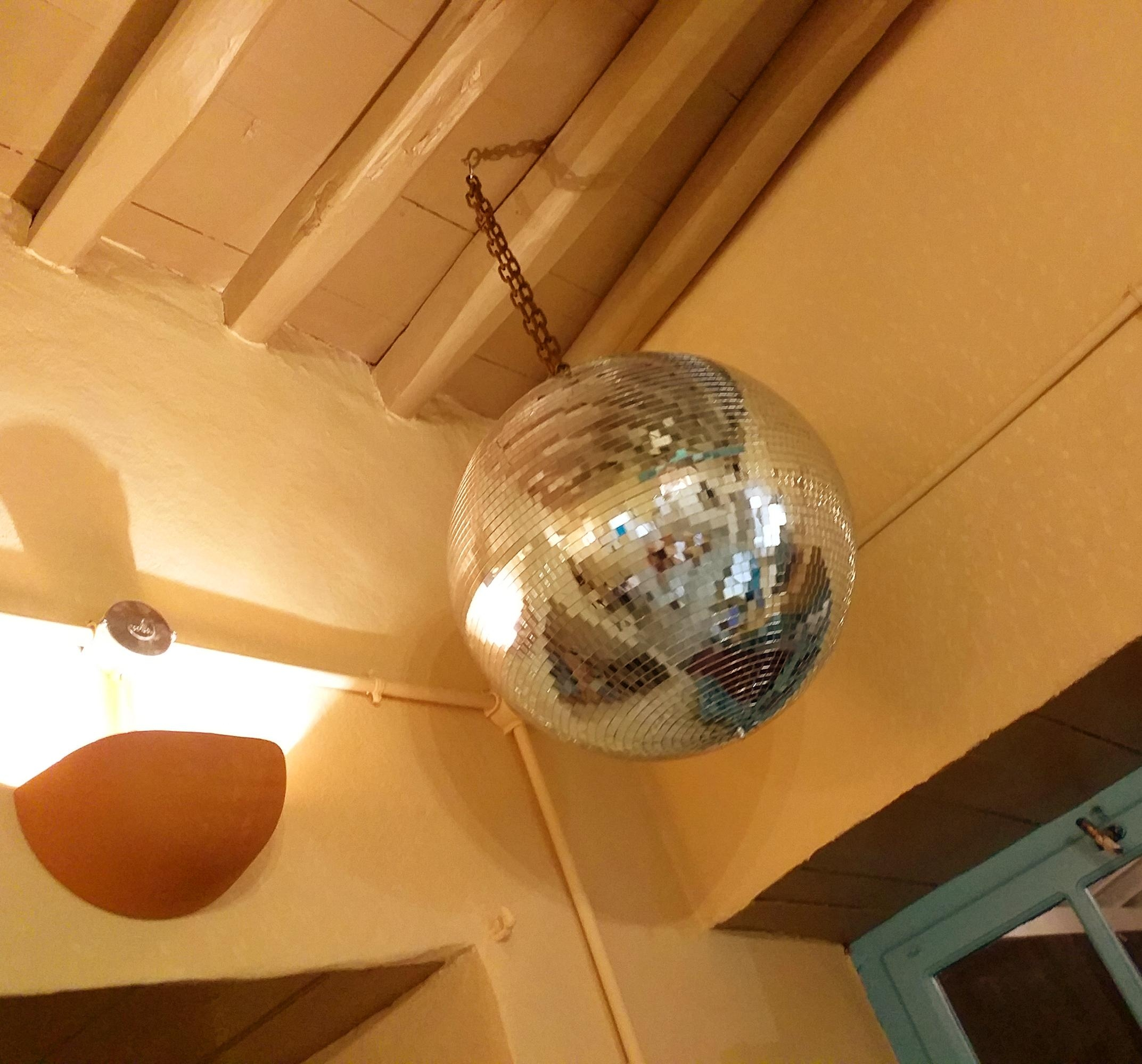 Thank God it's Friday! Oder so ähnlich :-) #discokugel #discoball #atelier #shop #serifos