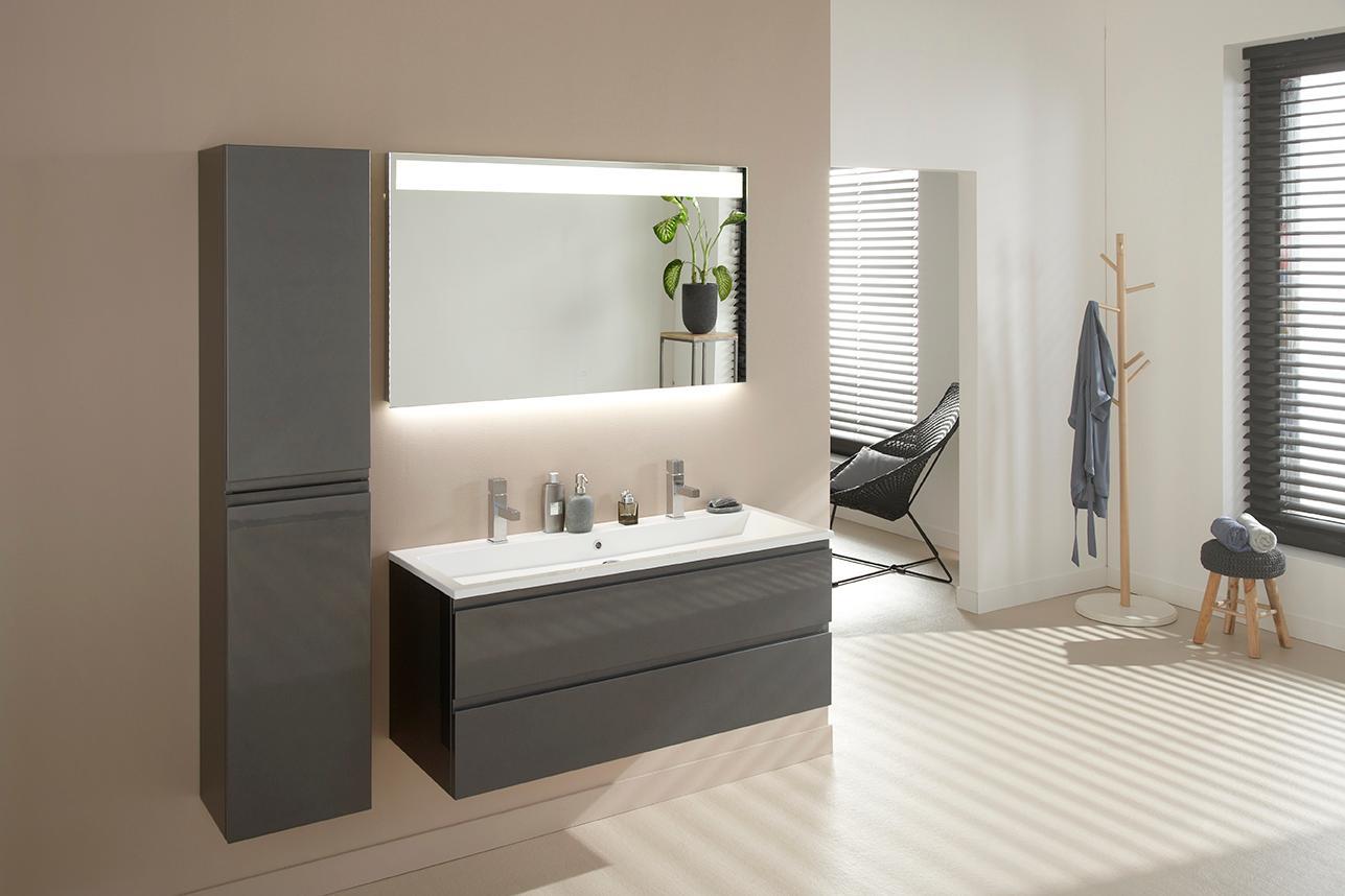gro es badezimmer bilder ideen couchstyle. Black Bedroom Furniture Sets. Home Design Ideas