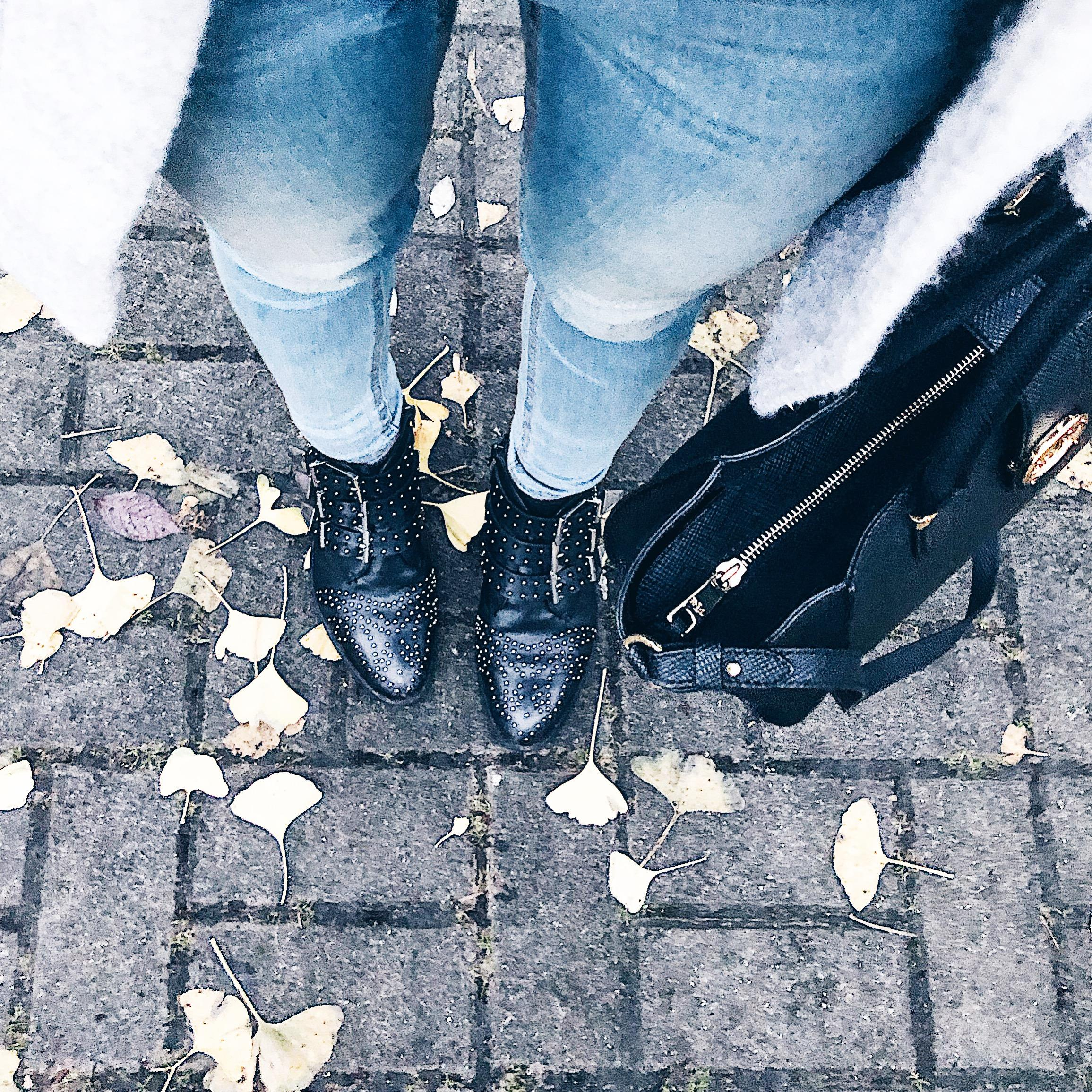 These #boots are made for walking🐾 #ootd #boots #winter #fashion
