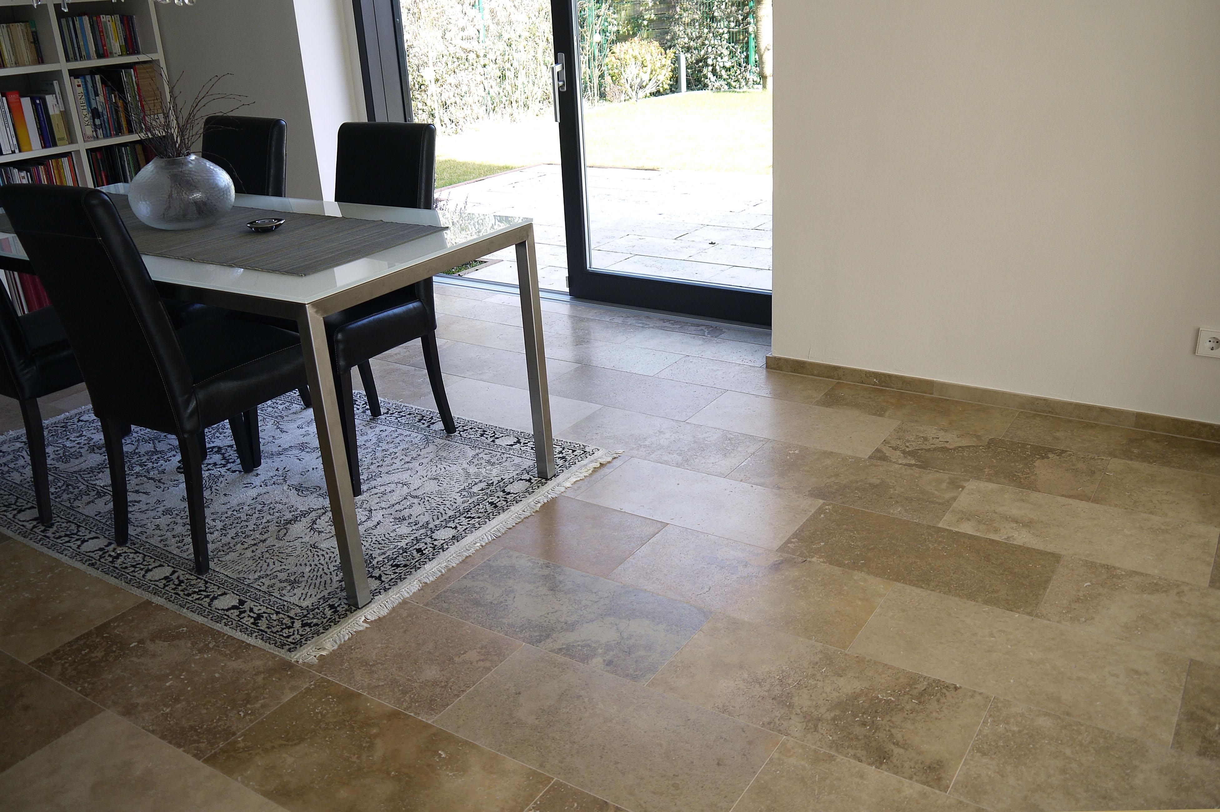 Travertin Stein für modernes Ambiente #wohnzimmer ©w...