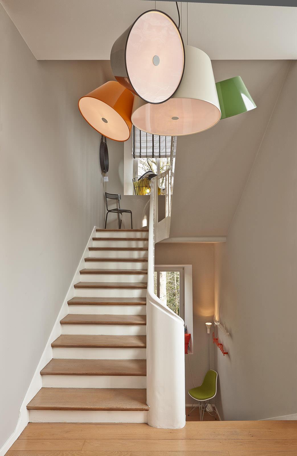 treppenhaus mit wohlf hlfaktor altbau pendelleucht. Black Bedroom Furniture Sets. Home Design Ideas