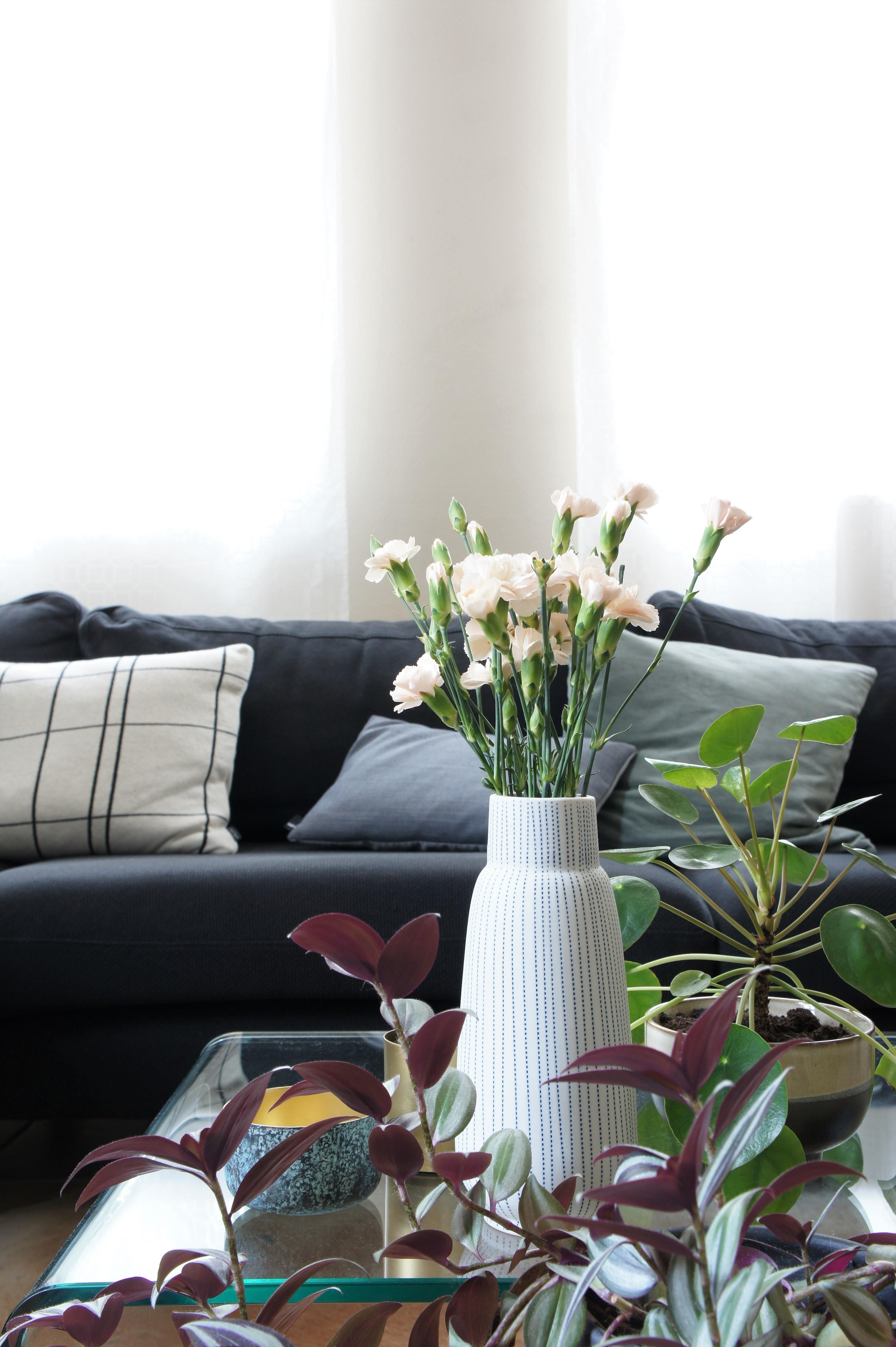 Trübes Wetter - trübe Farben. #wohnzimmer #couch #c....