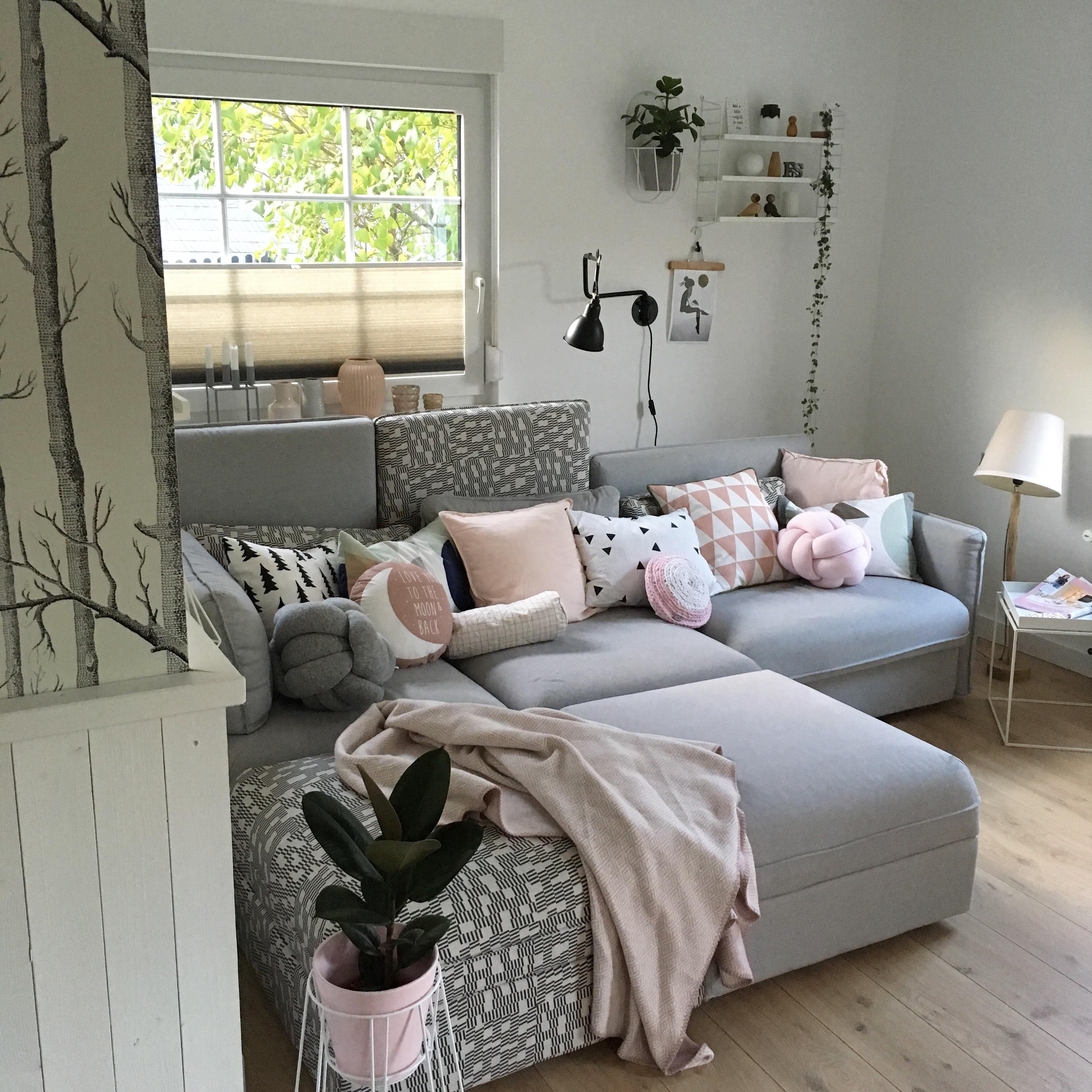 Und ab aufs Sofa ... #wohnzimmer #livingroom #couch ...