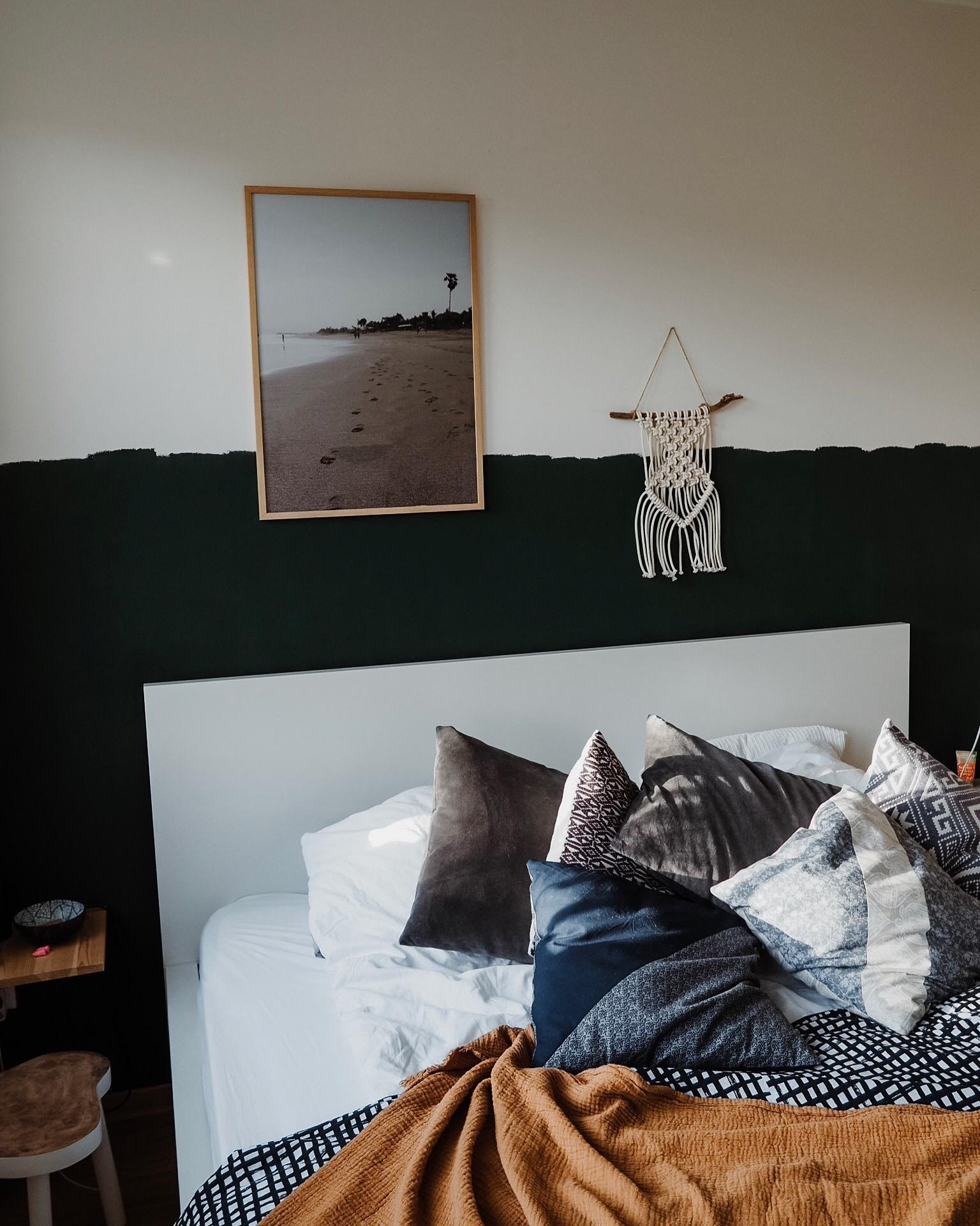 Unser Bett #schlafzimmer #bedroom #grünewand #wandfarbe #boho