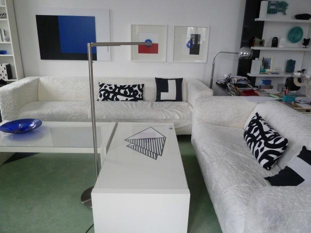 unser couchecke wo wir lesen und fernsehen daneben. Black Bedroom Furniture Sets. Home Design Ideas