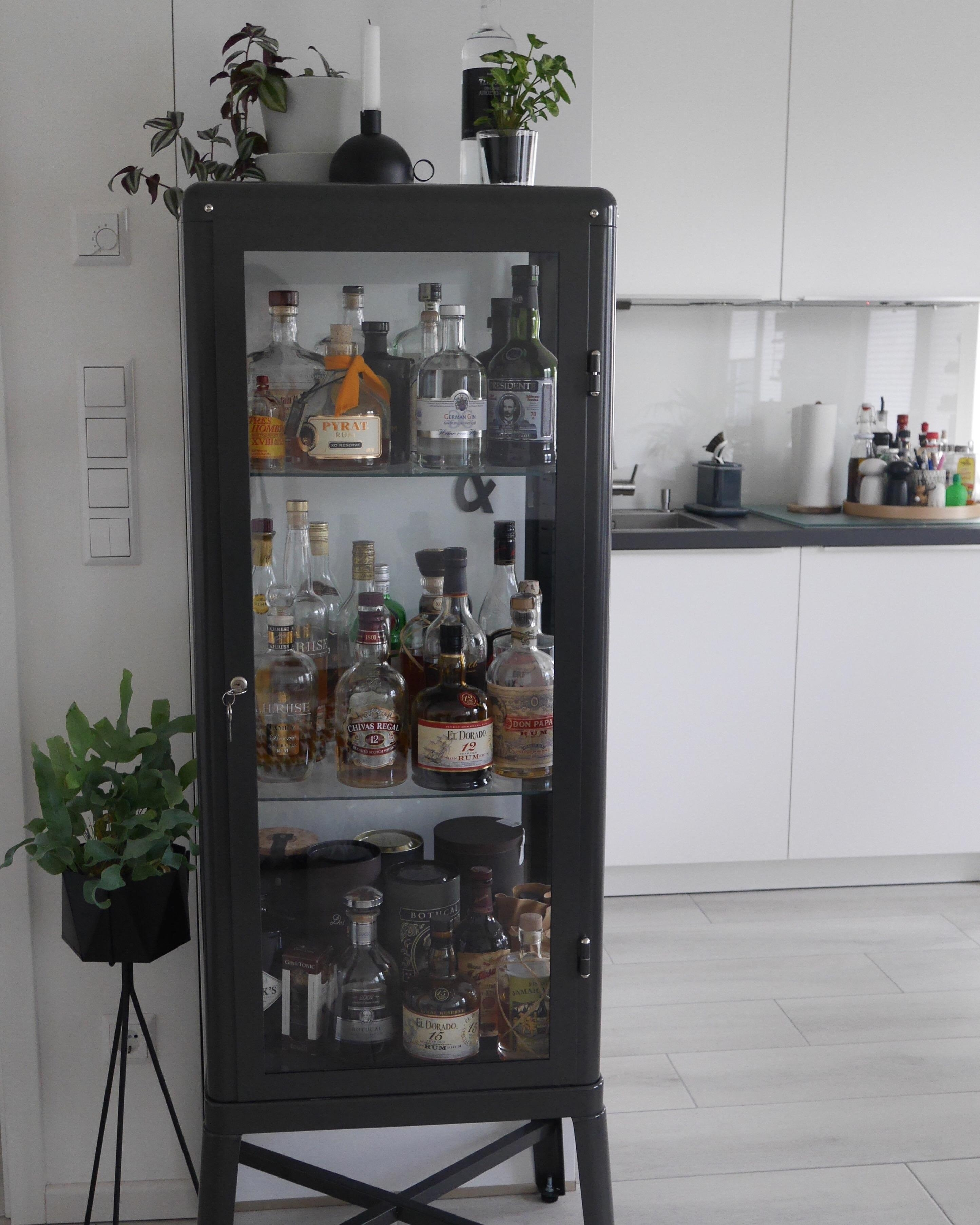 Unsere kleine Housebar! #houdebar #kitchen #livingroom #interiordesign #blackandwhite