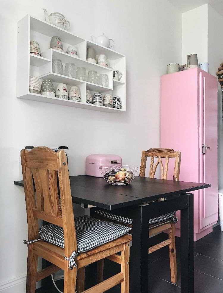 Unsere #Küche mit einem Hauch von Pink 💗 & der Tasse...