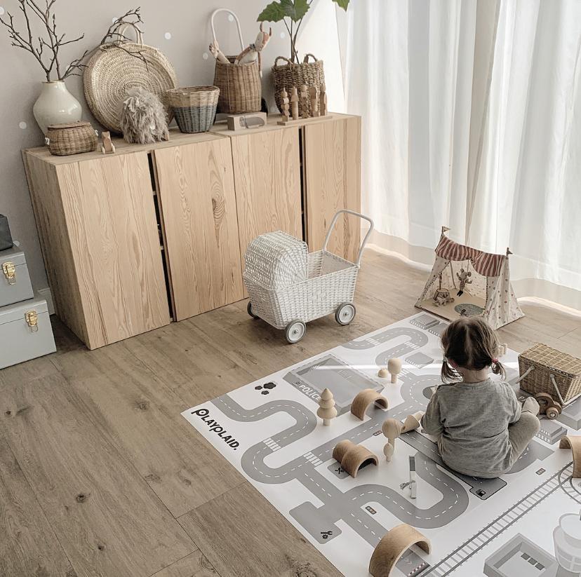 Unsere Spielecke im Wohnzimmer 💚 • COUCH