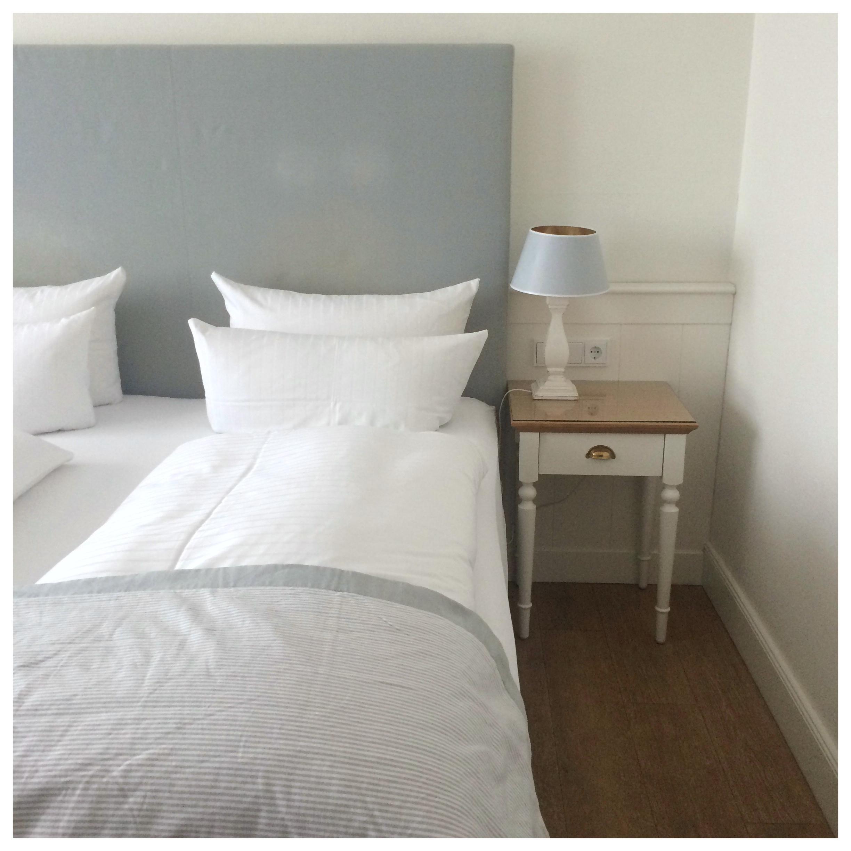 Unterwegs Im Norden Schlafzimmer Nachttisch Betthaupt Scandi Weiss Blaugrau  Bett 47ea41f6 60f5 4f32 90b2 0d67925469d2