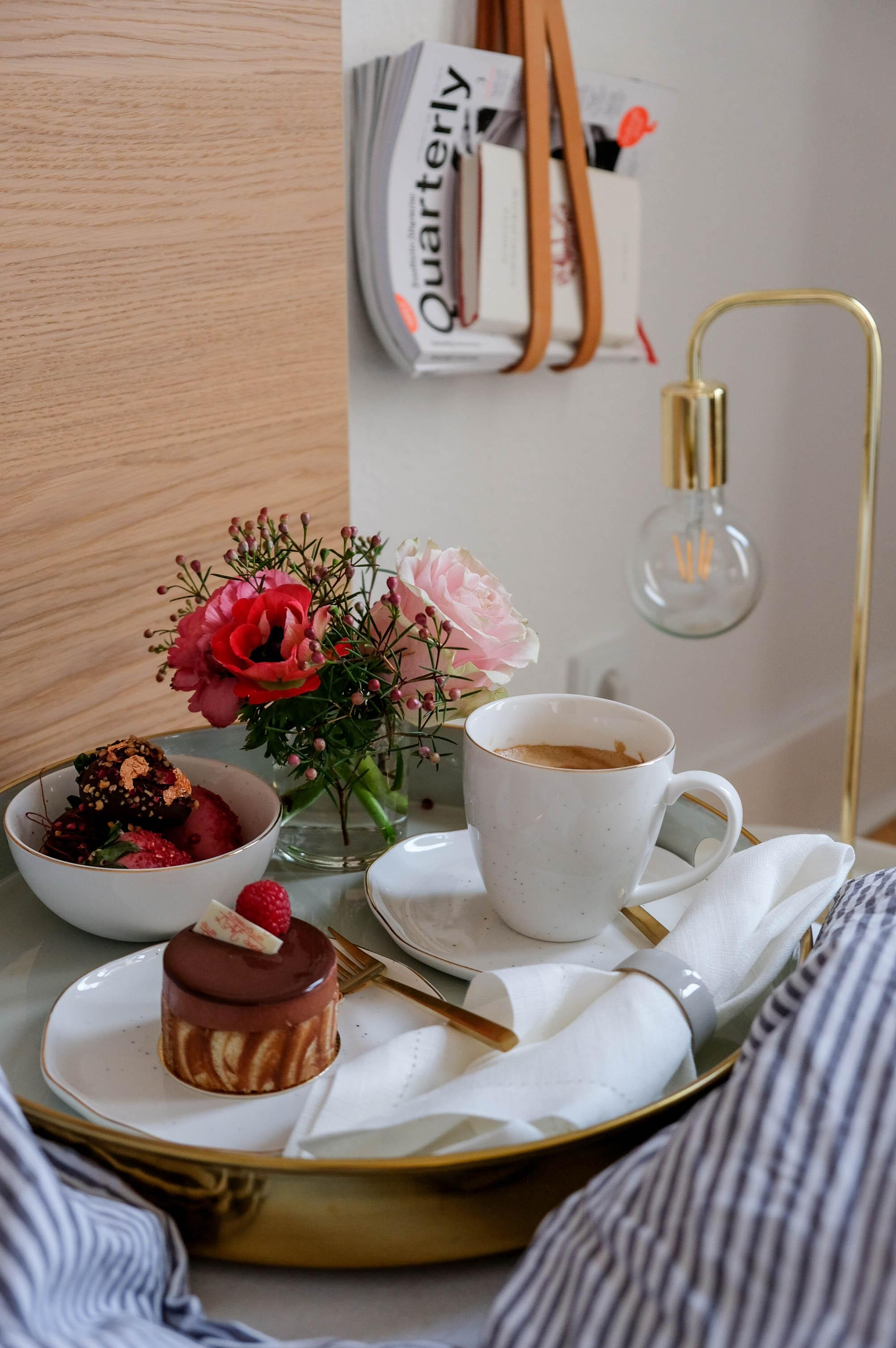 Valentinstag inspo breakfast in bed  valentinstag interior love  b5a2a40a fa33 4fa2 8895 563c560060f0