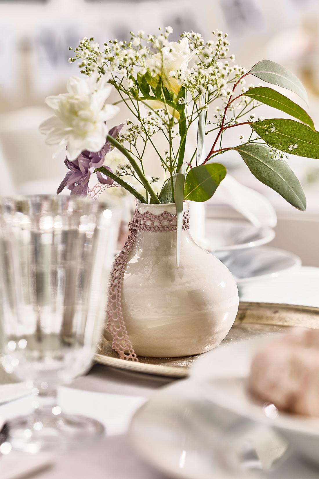 Vase Mit Fruhlingsblumen Tischdeko Depotdeko C Depo
