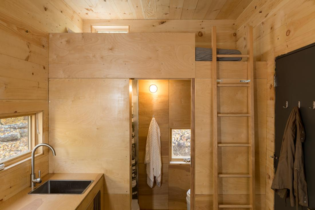 "Verstecktes Badezimmer im Tiny House ""Clara"" #bad #downsizing ©Getaway"
