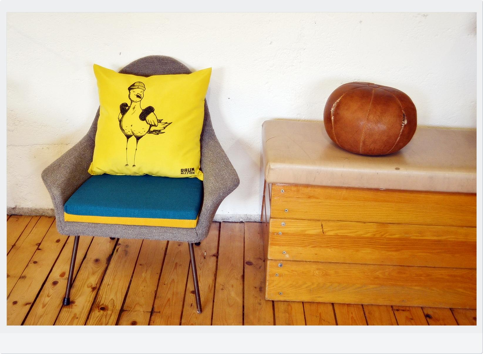 Vintage Sessel Upcycling #sessel #kissen #grauersessel #upcycling ©Raummission