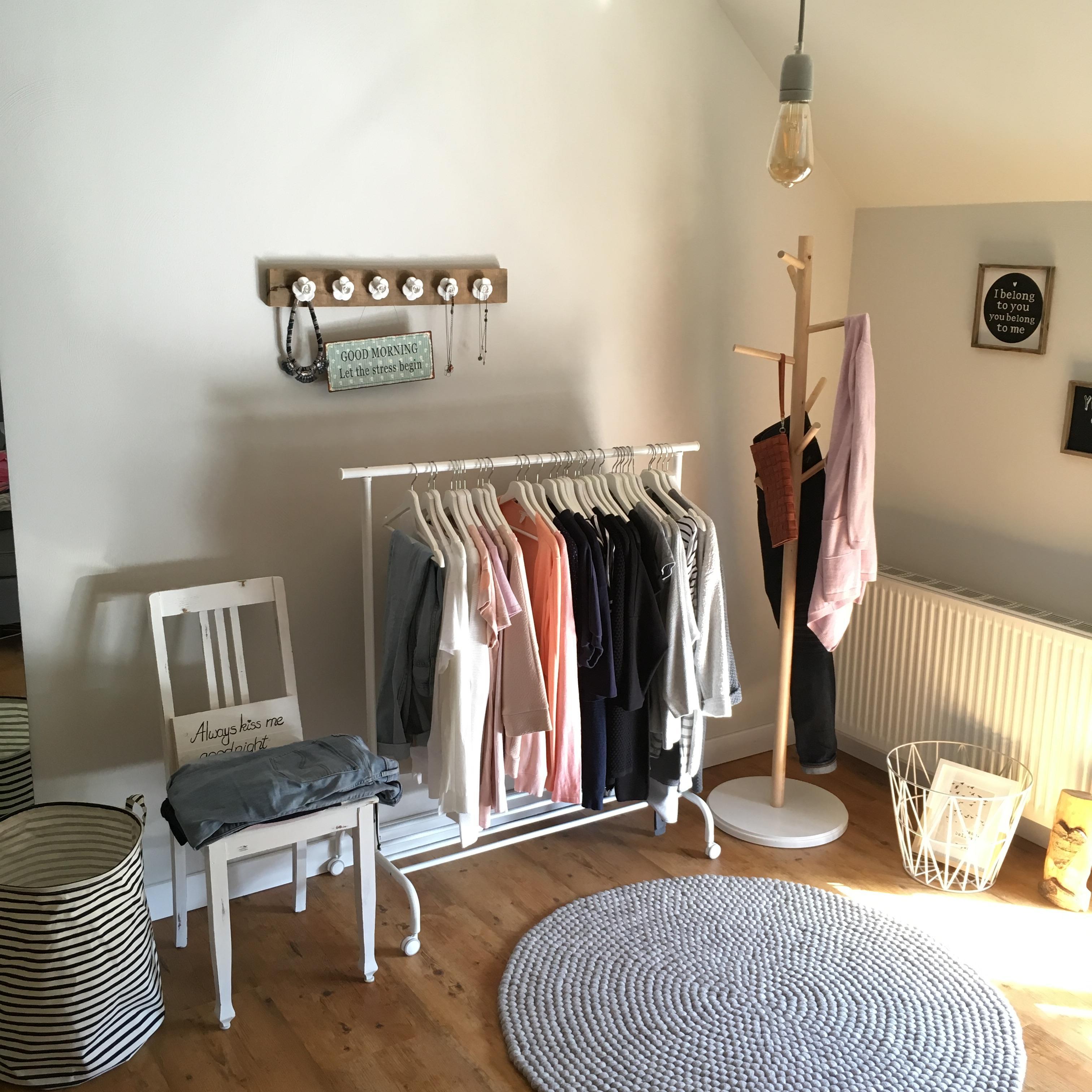 kleiderstange bilder ideen couchstyle. Black Bedroom Furniture Sets. Home Design Ideas