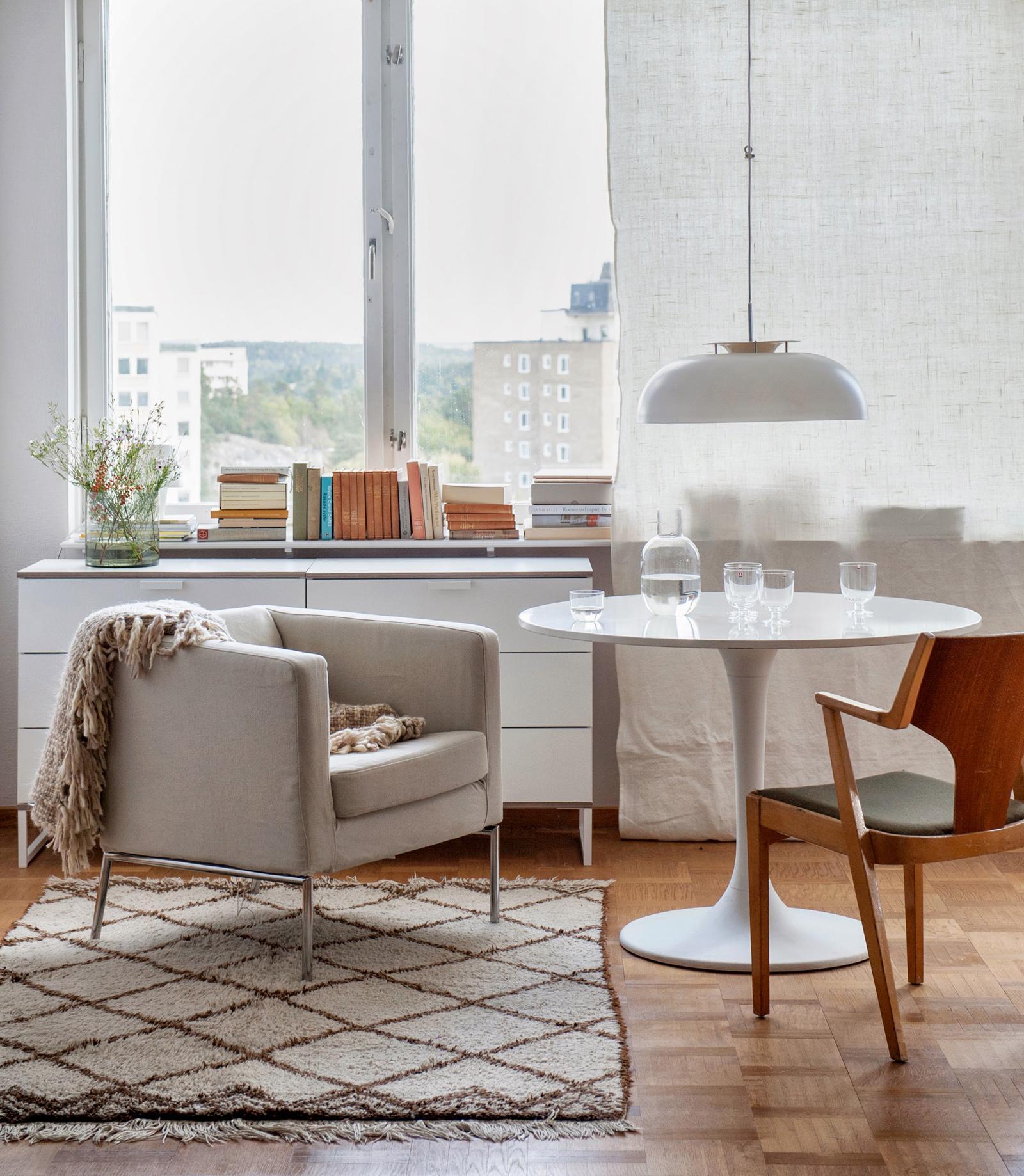 vorhang aus leinen holzstuhl runderesstisch bemz. Black Bedroom Furniture Sets. Home Design Ideas