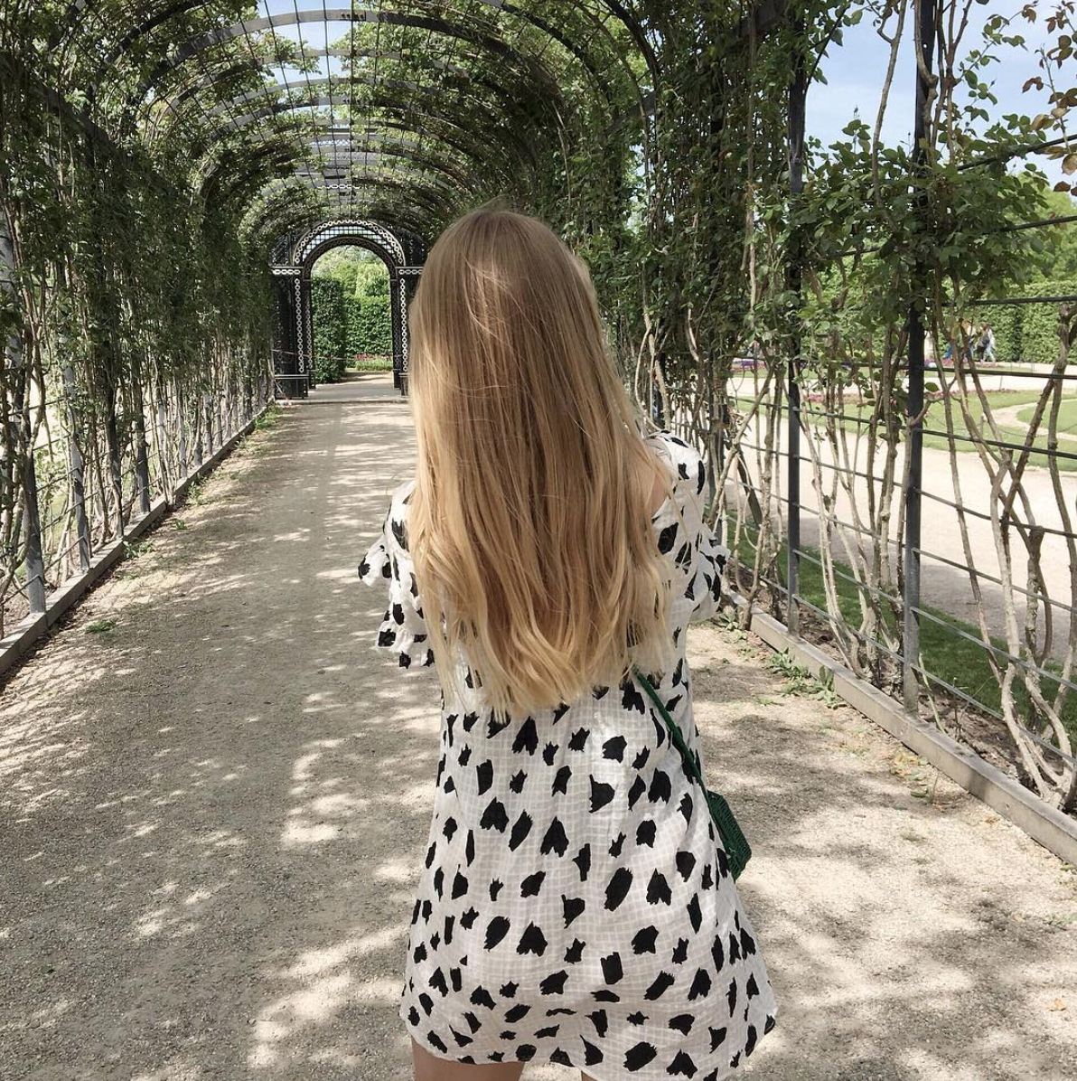 Walking into the weekend...🍃 #tgif #weekendmode #vienna