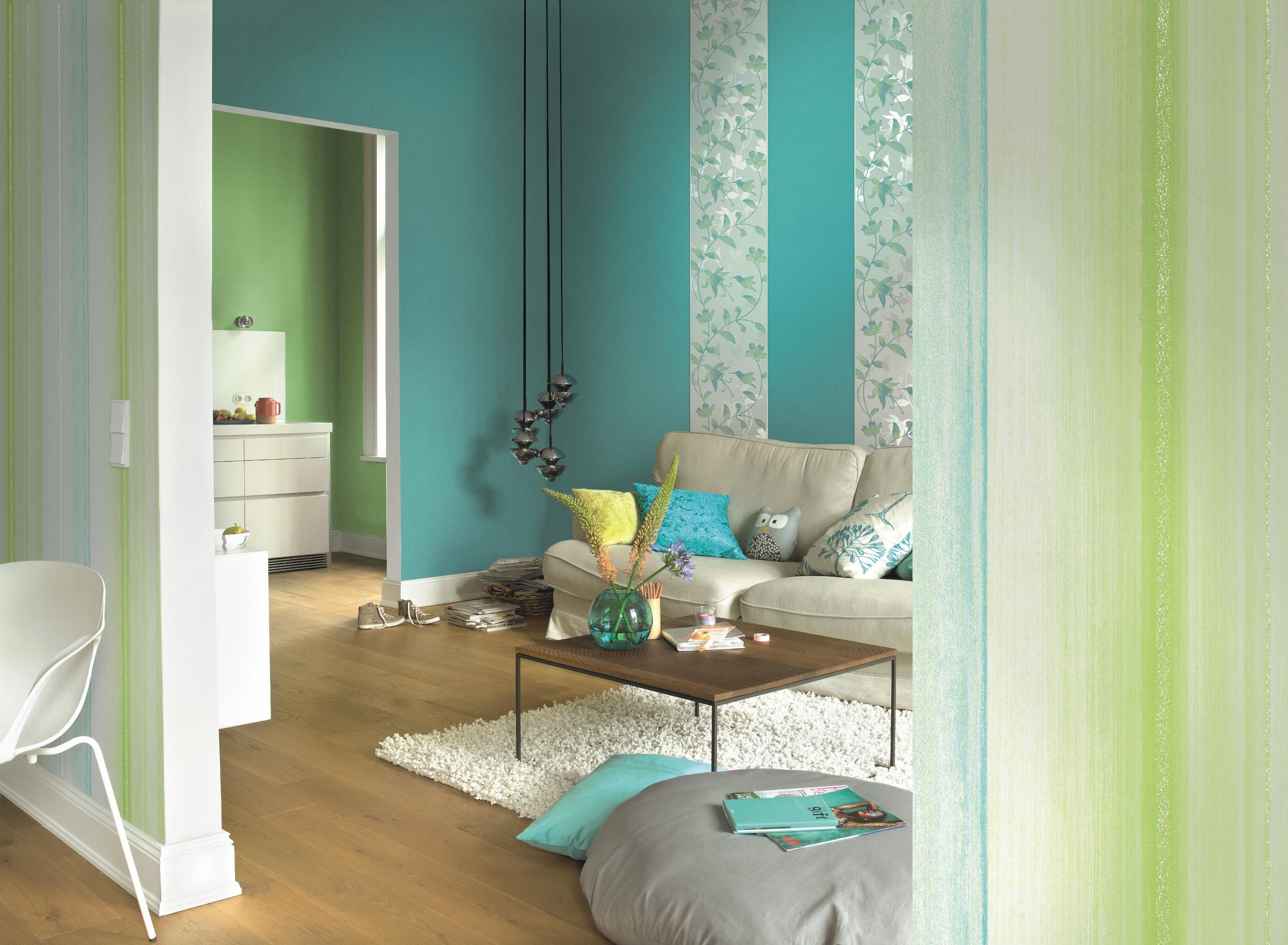 Wandgestaltung In Blau Grün #wandgestaltung #pouf #pendelleuchte #tapete  ©Rasch
